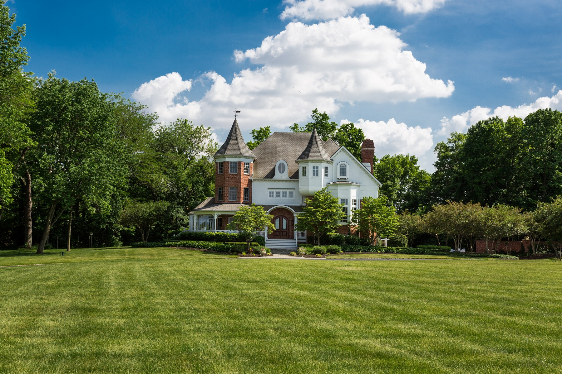 Property For Sale at Elegant Home on 22 Acres
