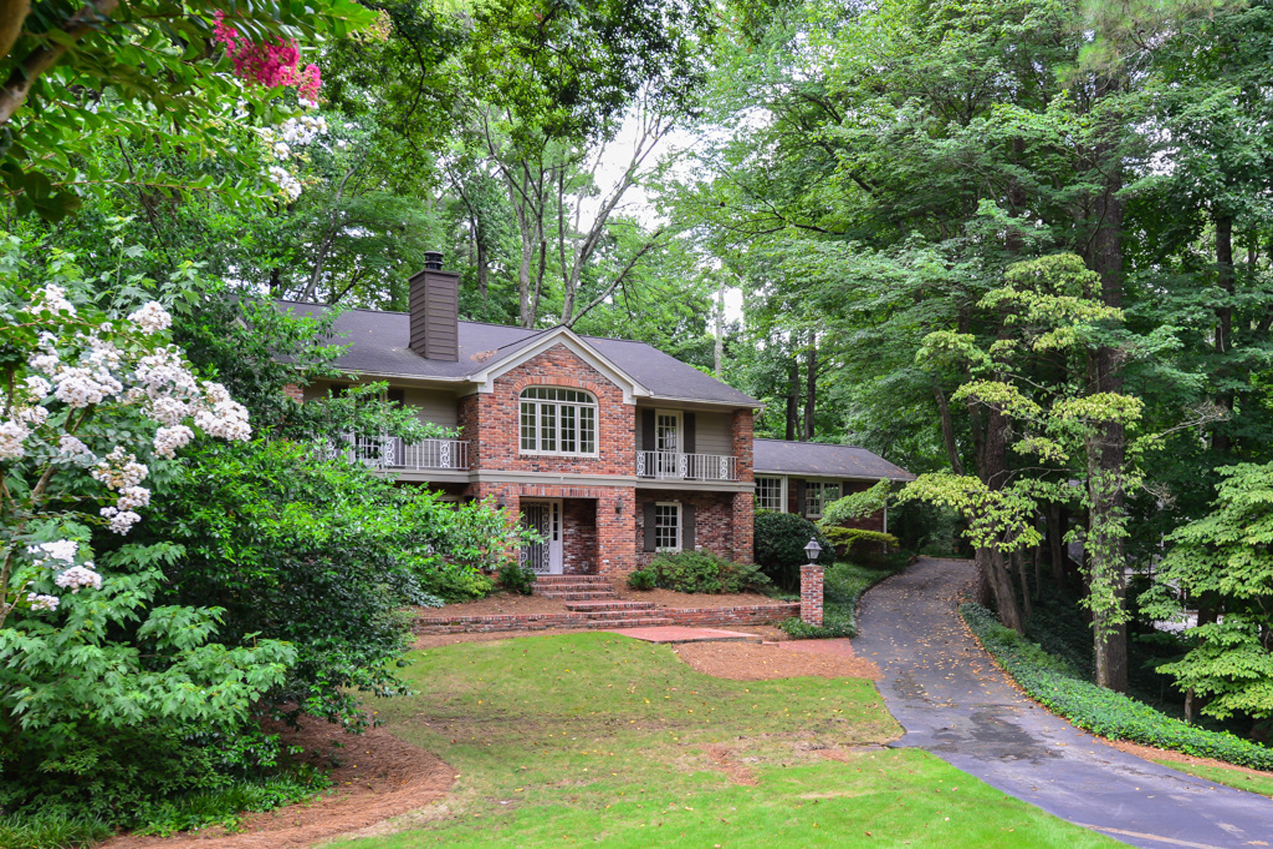 Additional photo for property listing at Sandy Springs - Riverside Traditional 6295 River Overlook Drive Sandy Springs, Georgia 30328 Stati Uniti