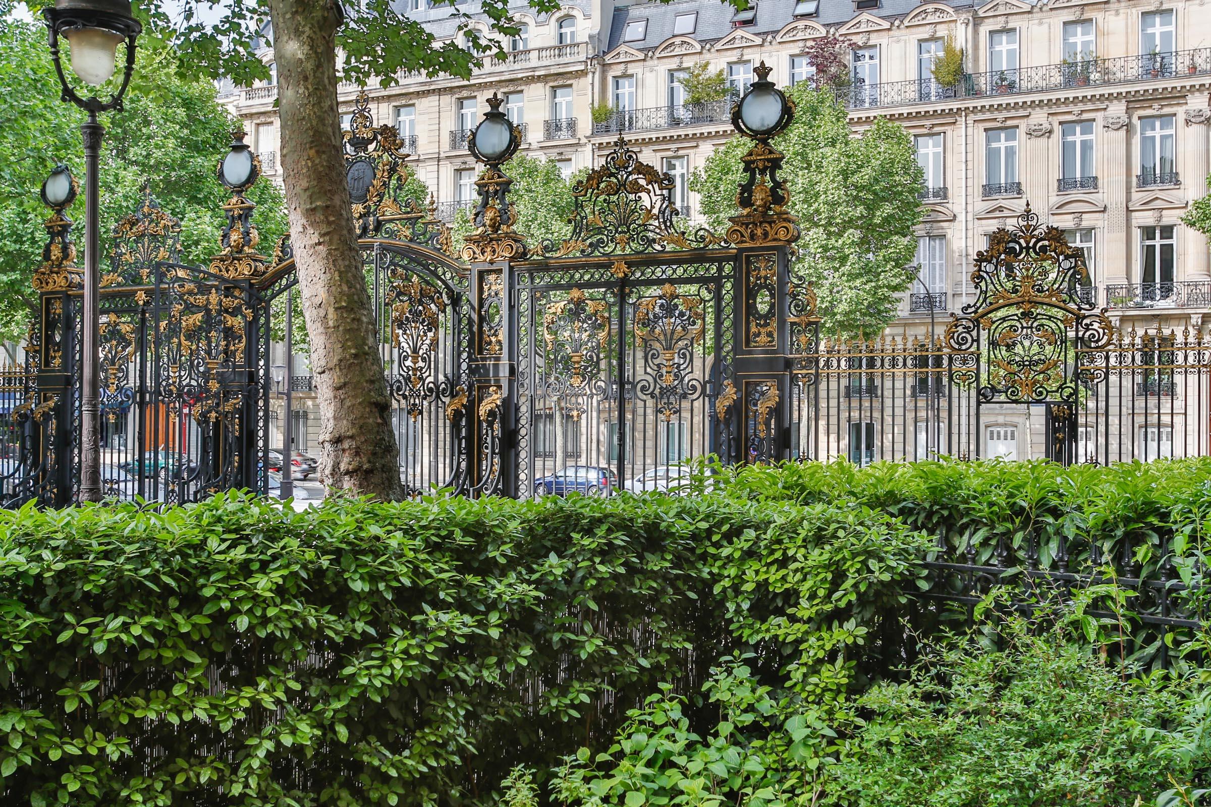 아파트 용 매매 에 Apartment - Monceau Park Paris, 파리 75008 프랑스