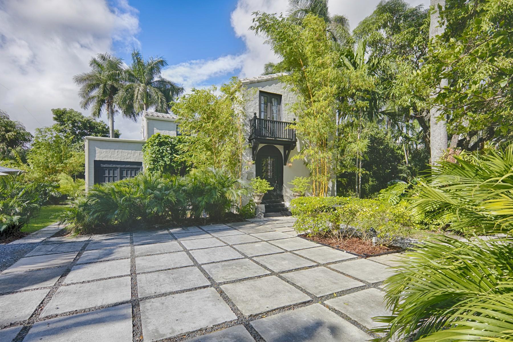Maison unifamiliale pour l Vente à 4102 Alhambra Circle Coral Gables, Florida 33146 États-Unis