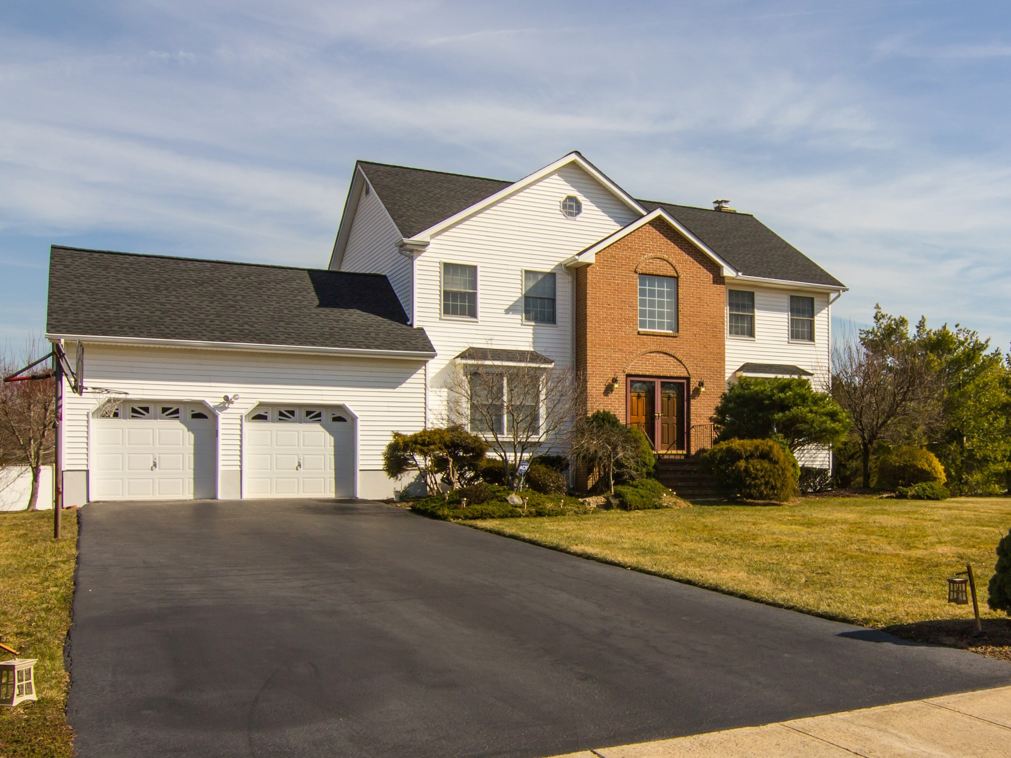Single Family Home for Sale at Desirable Country Oaks! 8 Woodhollow Drive Manalapan, New Jersey, 07726 United States