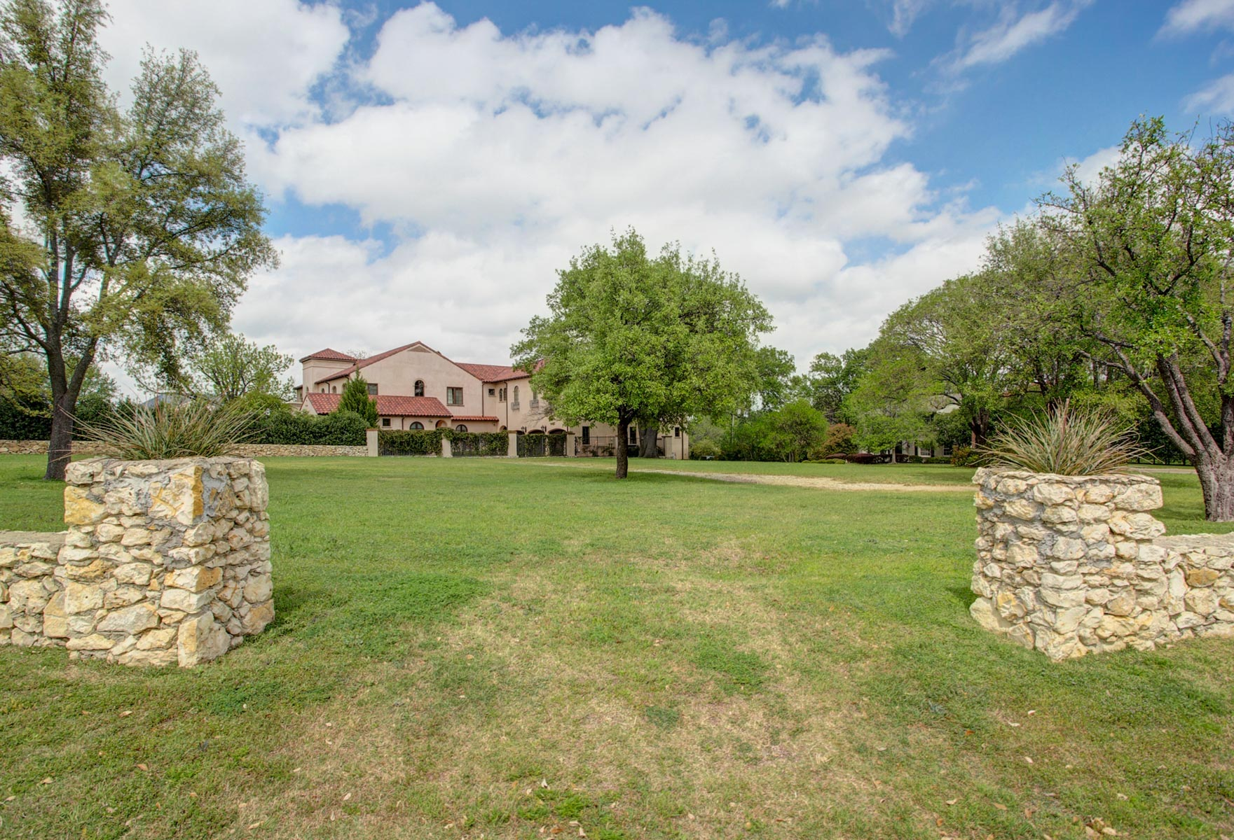 Land for Sale at Fantastic Opportunity in Four Oaks 2025 Four Oaks Lane Fort Worth, Texas, 76107 United States