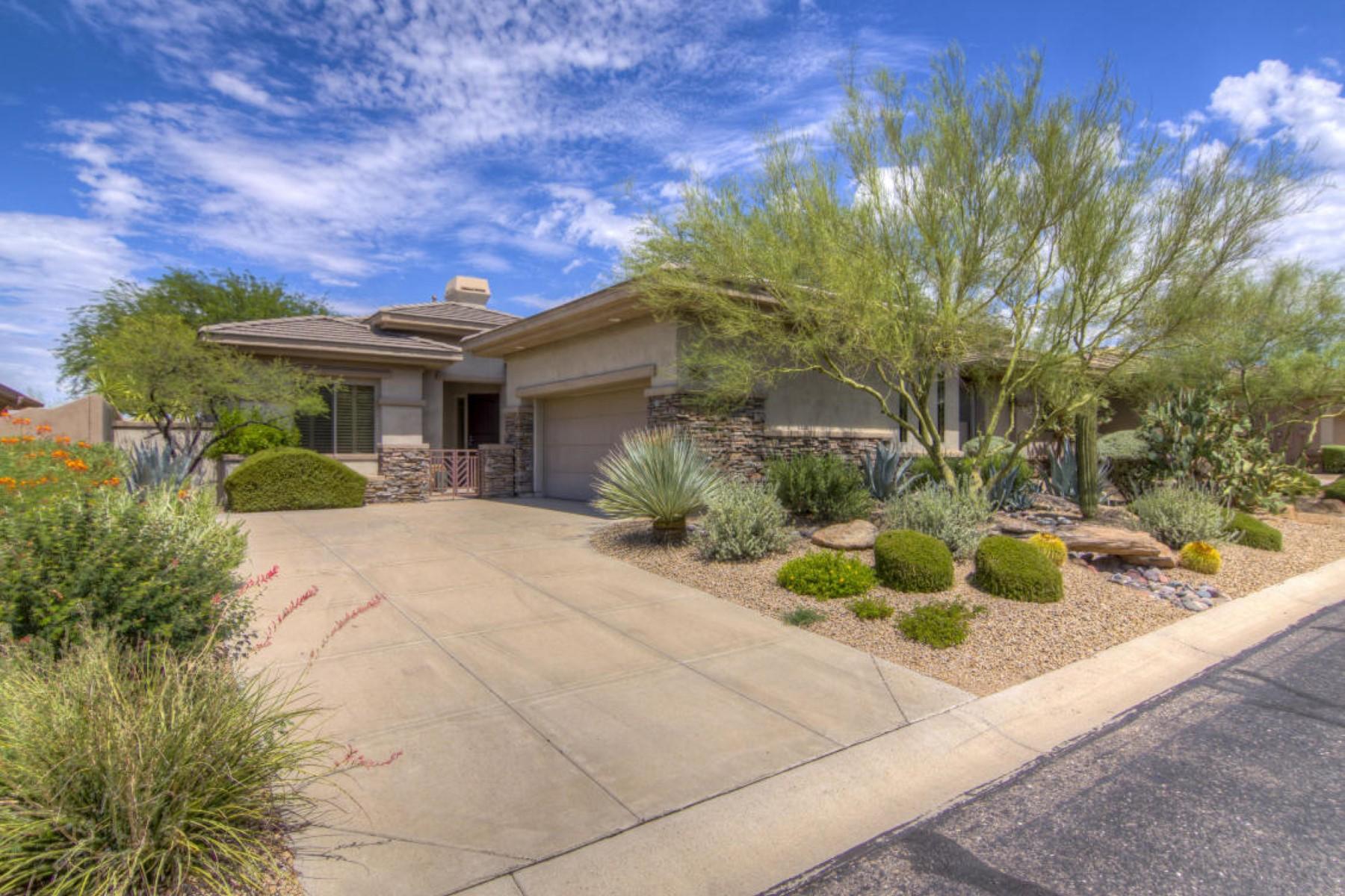 一戸建て のために 売買 アット Stunning home offers a private lot with the most popular ''Ouro'' floor plan. 7596 E BALAO DR Scottsdale, アリゾナ 85266 アメリカ合衆国