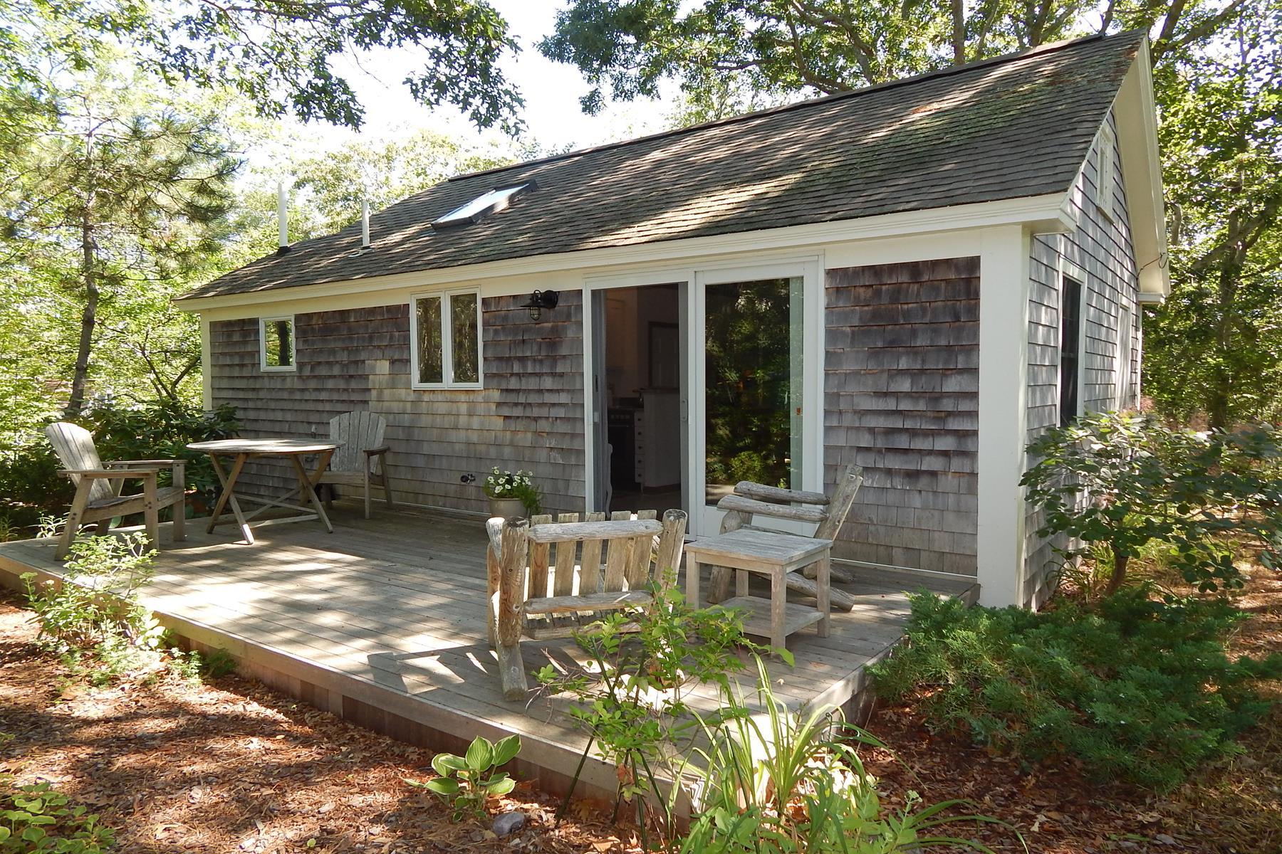 Condominio por un Venta en Enchanting Cottage 262A Bradford Street, Unit 6 Provincetown, Massachusetts 02657 Estados Unidos