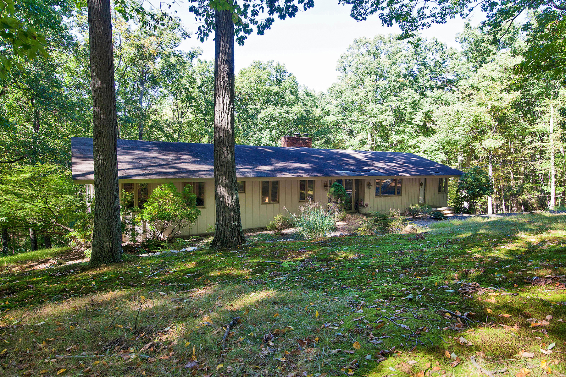 Single Family Home for Sale at Comfortable Ranch 41 Ravine Lake Road Bernardsville, New Jersey 07924 United States