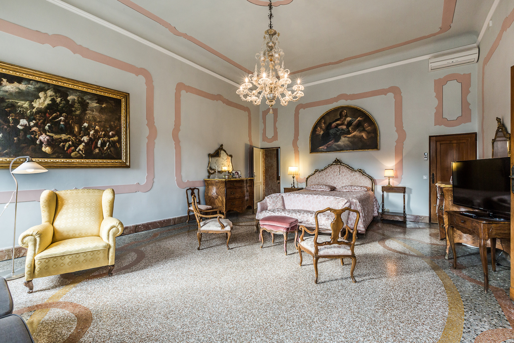 Additional photo for property listing at Stunning palazzo apartment Campo Santo Stefano with two terraces Venice, Venice Italy