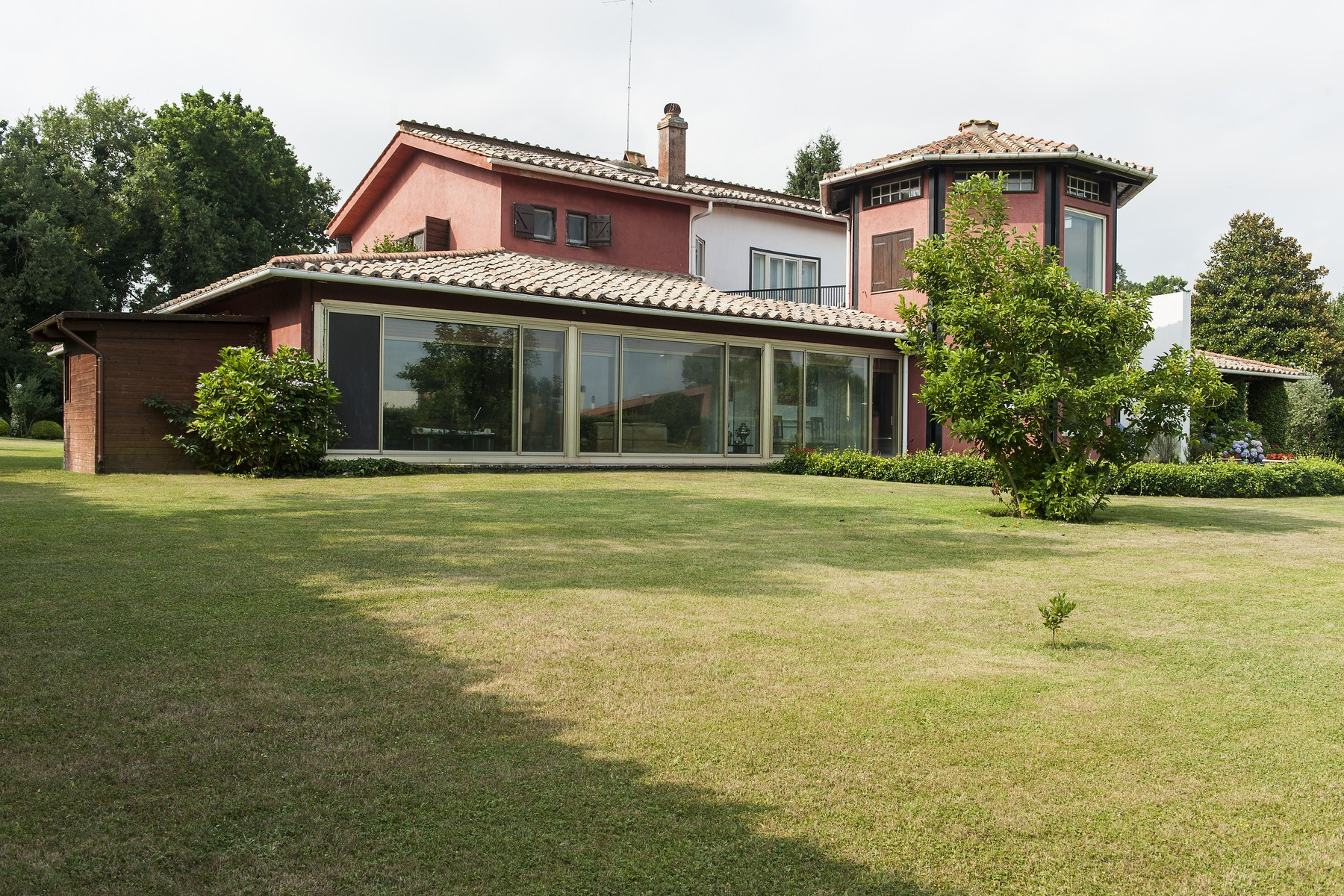 Additional photo for property listing at Beautiful designed Villa at Olgiata Largo dell'Olgiata Rome, Rome 00123 Italien