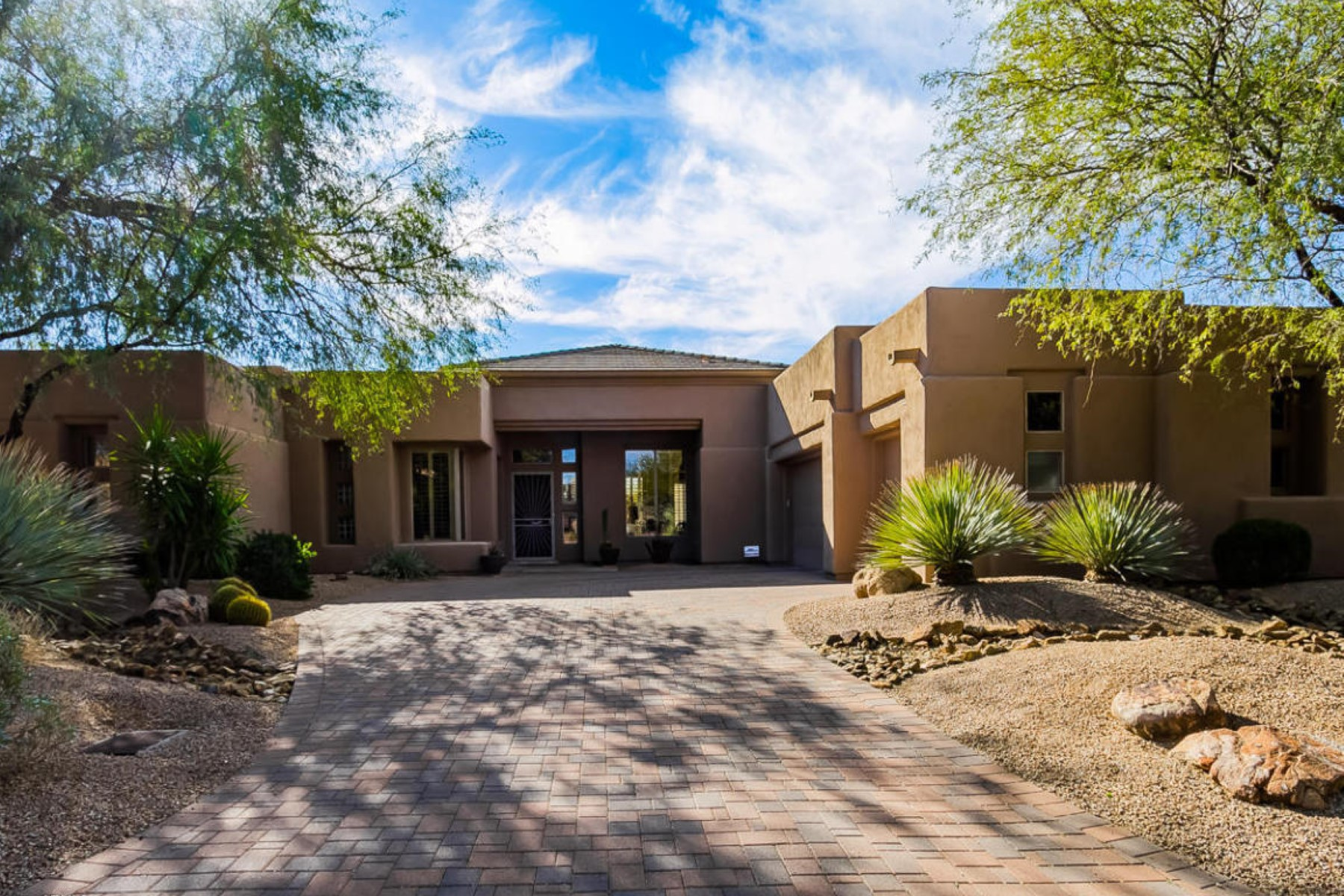 Maison unifamiliale pour l Vente à Beautiful true home on an attractive lot 9409 E Monument Dr Scottsdale, Arizona 85262 États-Unis