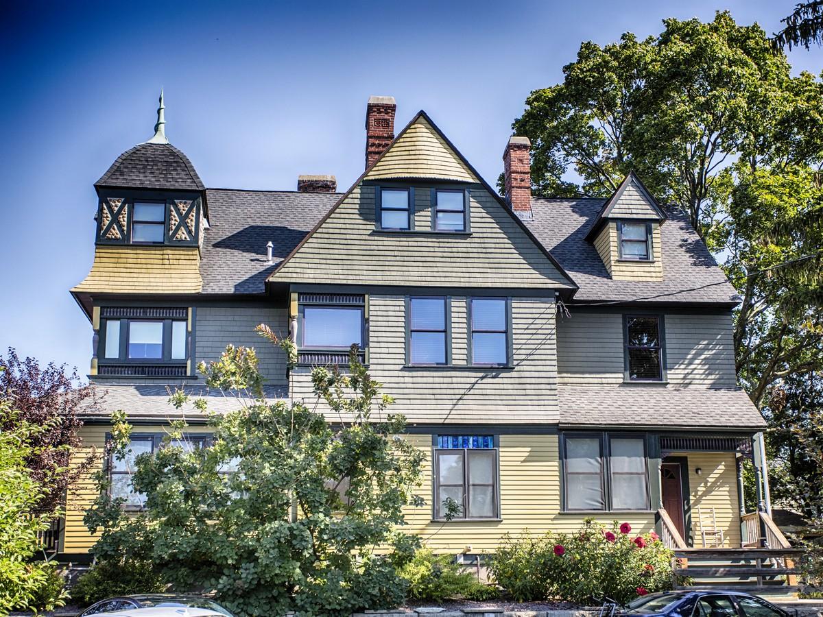 Condominio per Vendita alle ore Wayland Square Condo 163 Butler Avenue Providence, Rhode Island 02906 Stati Uniti