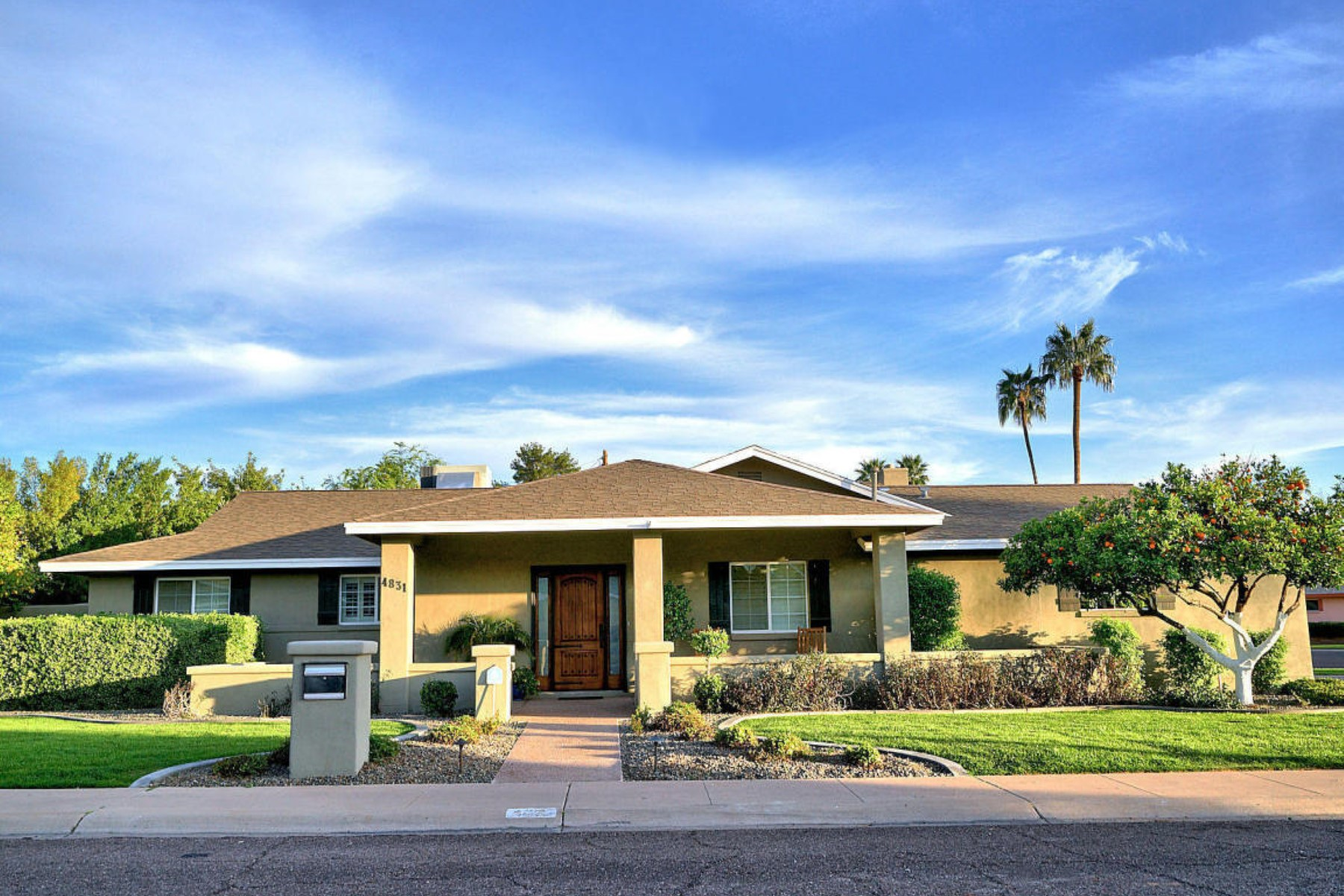獨棟家庭住宅 為 出售 在 Charming home is located in the highly sought-after Arcadia neighborhood 4831 North 42nd Place Phoenix, 亞利桑那州, 85018 美國