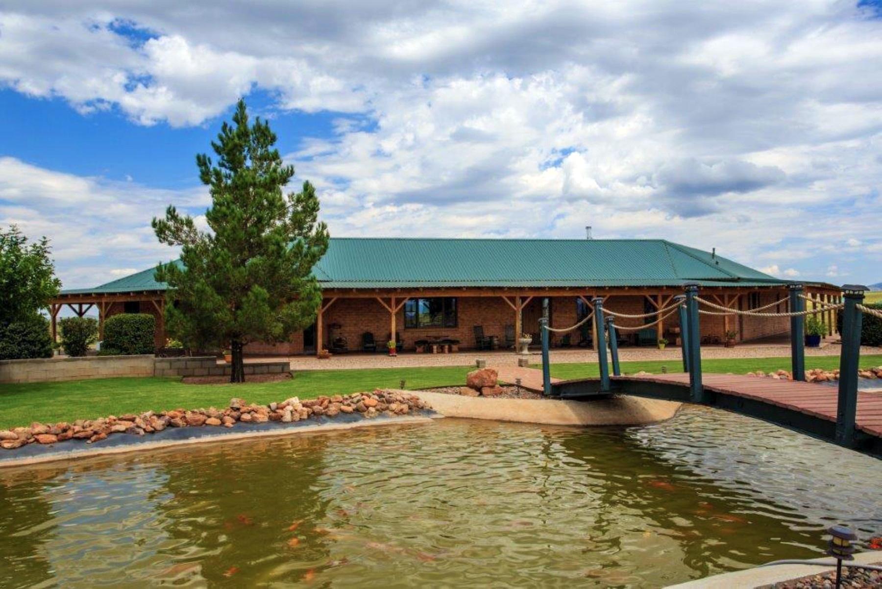 Maison unifamiliale pour l Vente à Spectacular Property Offering Supreme Southwestern Living on 25+ Acres 20 Mountain View Rd Elgin, Arizona 85611 États-Unis