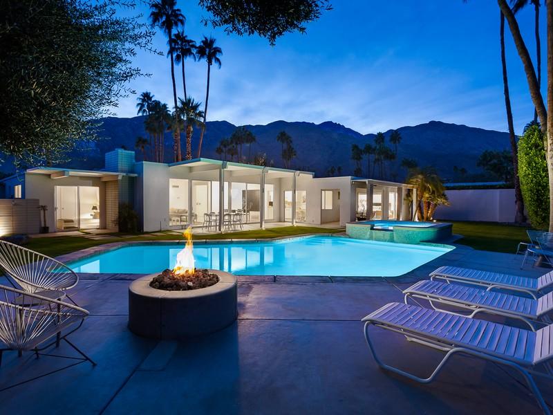 獨棟家庭住宅 為 出售 在 2282 South Alhambra Drive Palm Springs, 加利福尼亞州 92264 美國
