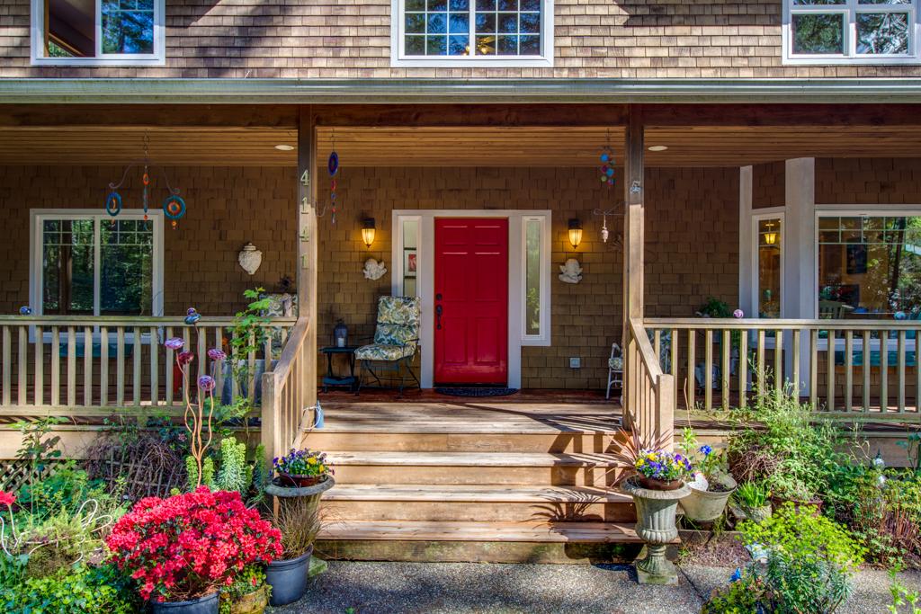 Casa Unifamiliar por un Venta en Northwest Craftsman Home 4141 NE Gunderson Rd Poulsbo, Washington, 98370 Estados Unidos