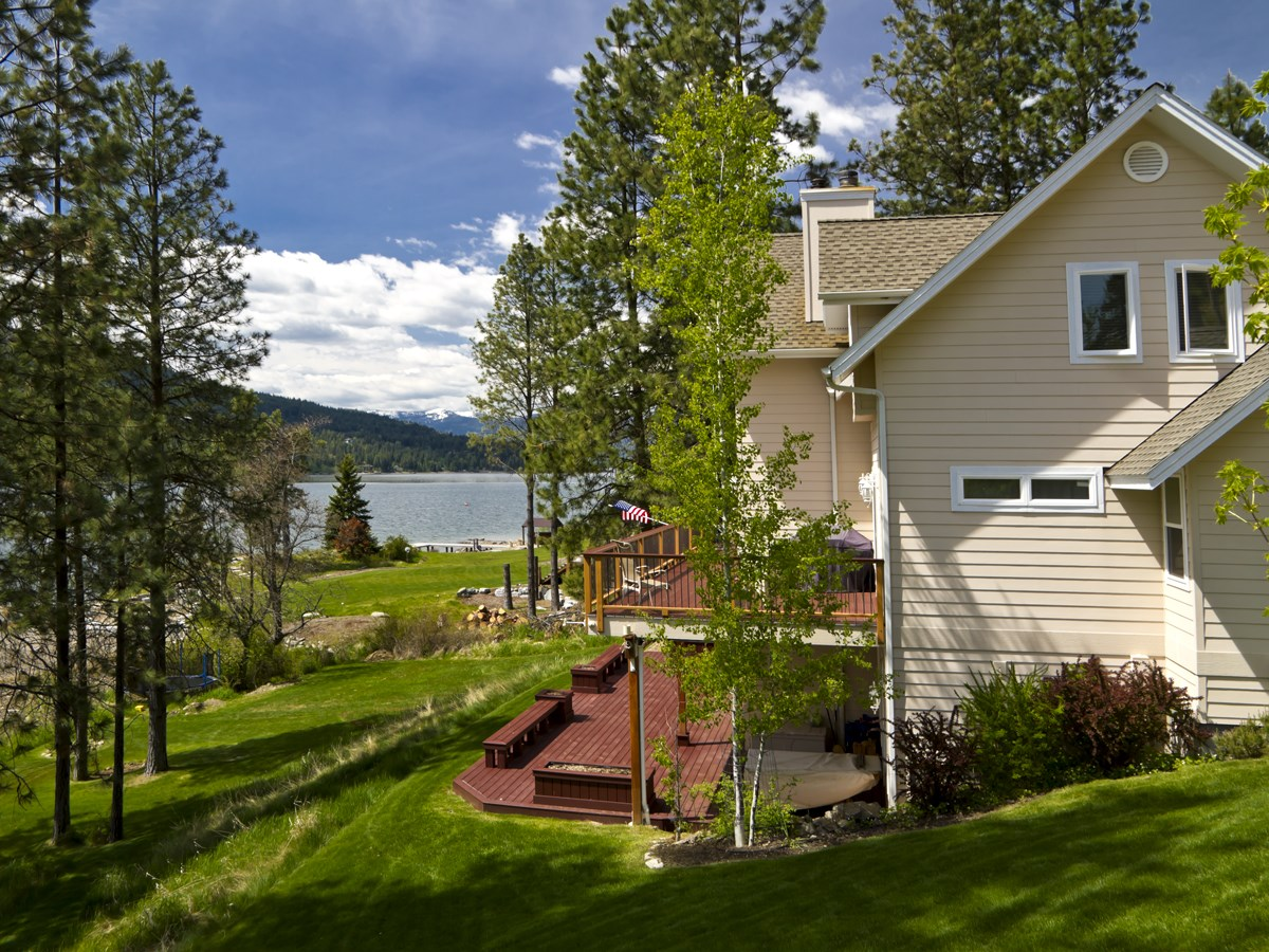 Single Family Home for Sale at Home on Bottle Bay 114 Stewarts Dr Sagle, Idaho 83860 United States