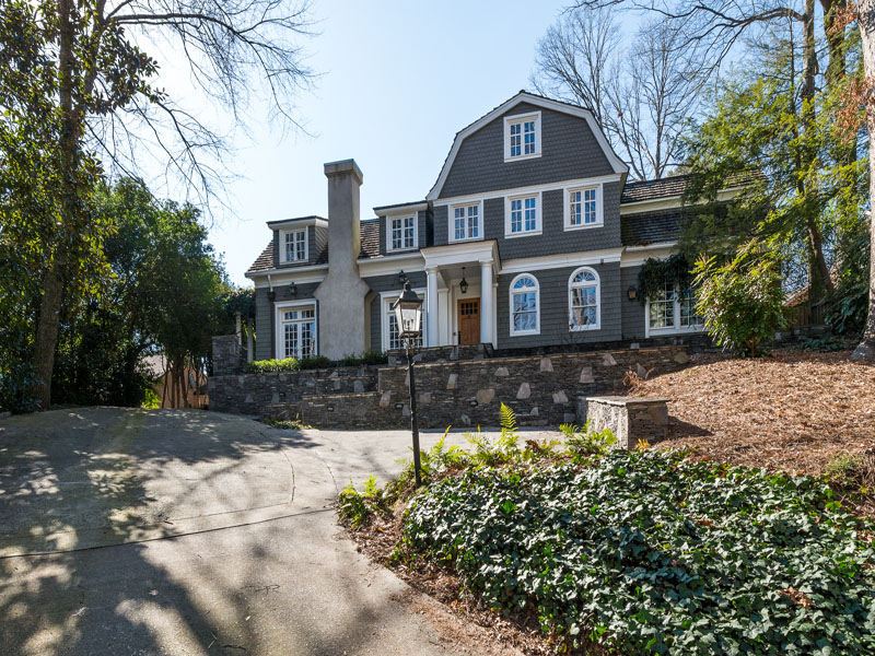 단독 가정 주택 용 매매 에 Sophisticated Hilltop Dutch Colonial 3200 W Andrews Drive NW Buckhead, Atlanta, 조지아, 30305 미국