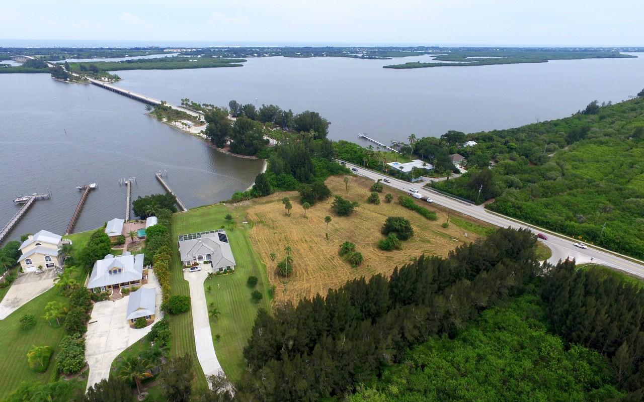 Terreno para Venda às Riverfront property! 8770, 8780, 8790 44th Ave Sebastian, Florida, 32958 Estados Unidos