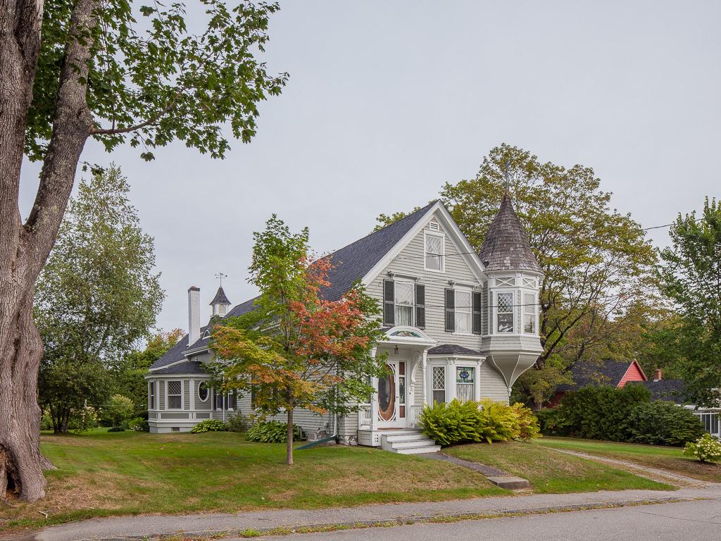 Çok Ailelik Ev için Satış at In-town Victorian 21 Pearl Street Camden, Maine 04843 Amerika Birleşik Devletleri