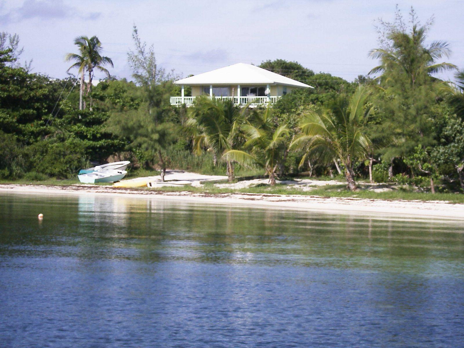 Vivienda multifamiliar por un Venta en Lemon Tree House Guana Cay, Abaco, Bahamas