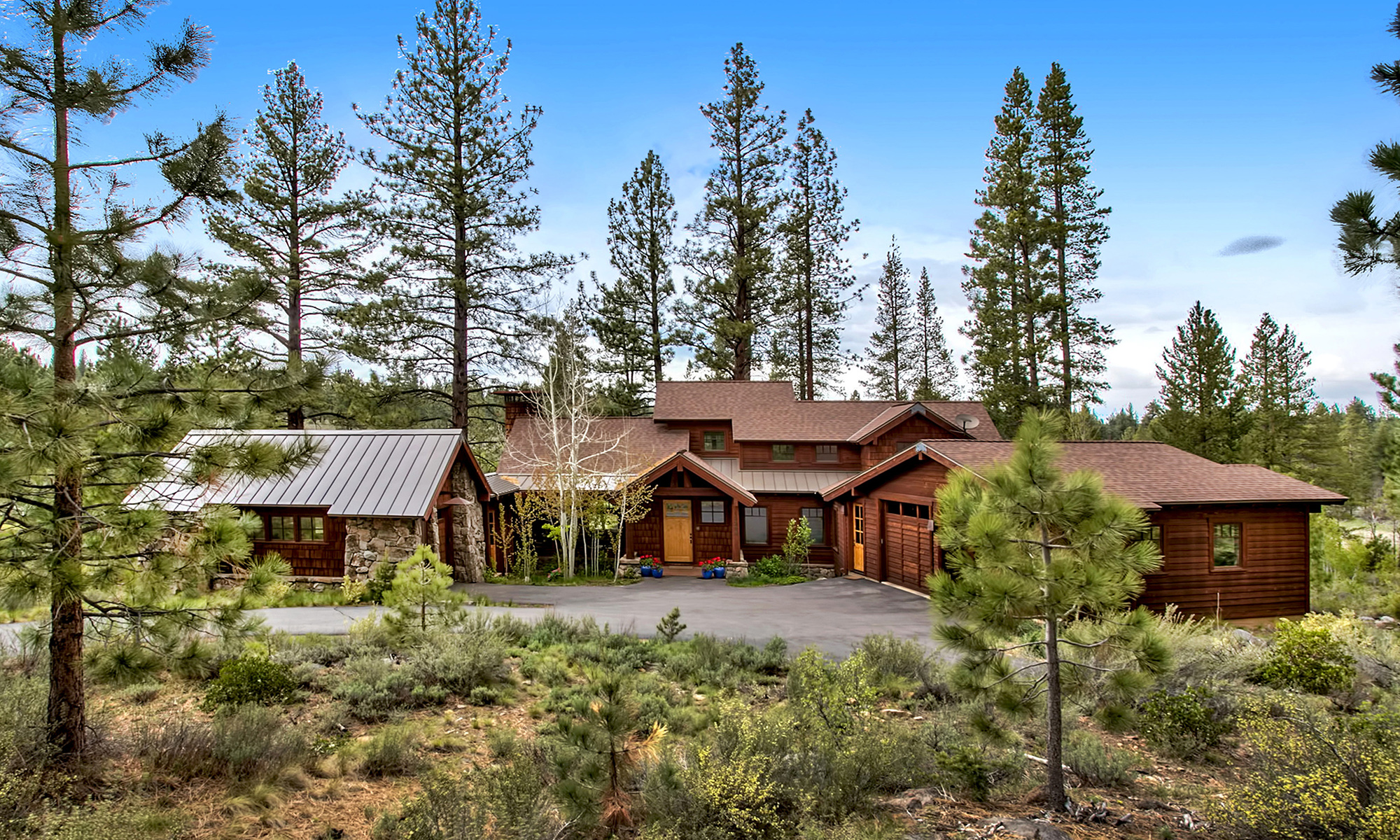 Single Family Home for Active at 13209 Snowshoe Thompson Circle Truckee, California 96161 United States