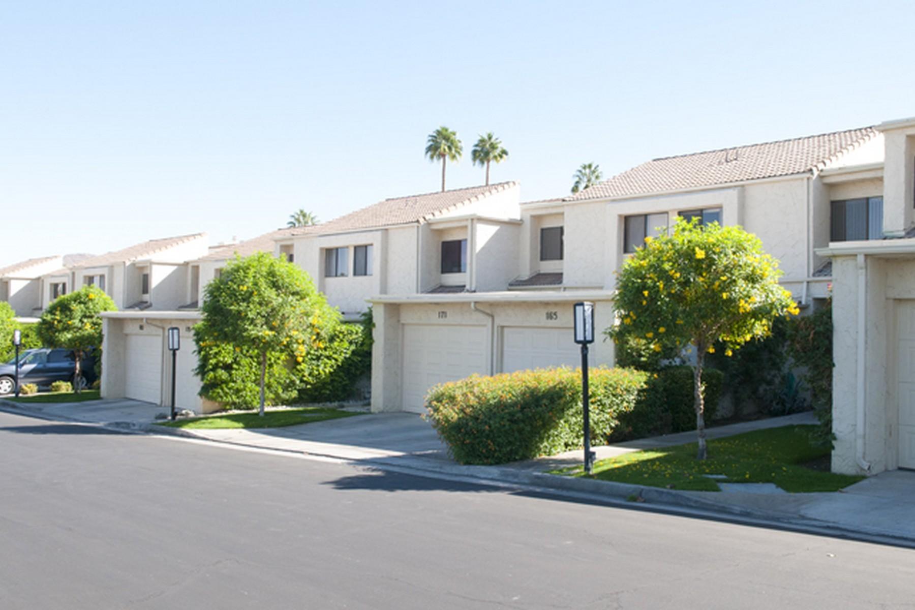 Copropriété pour l Vente à 165 Calle Bravo Palm Springs, Californie 92264 États-Unis
