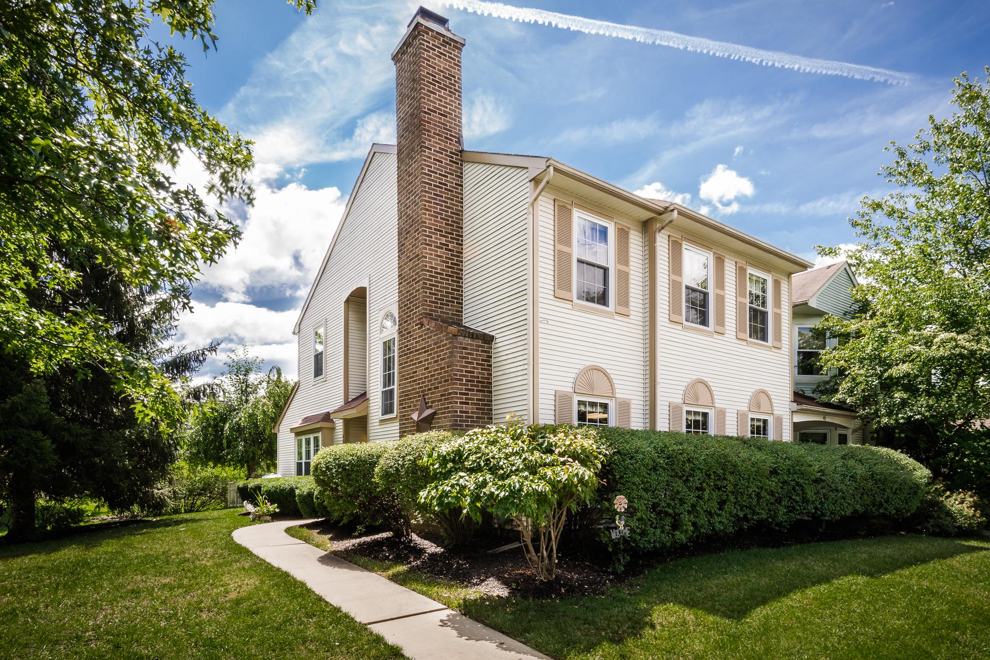 Maison de Ville pour l Vente à Candlewood Townhouse Boasts an Elegant Ease 46 Beacon Place Robbinsville, New Jersey, 08691 États-Unis