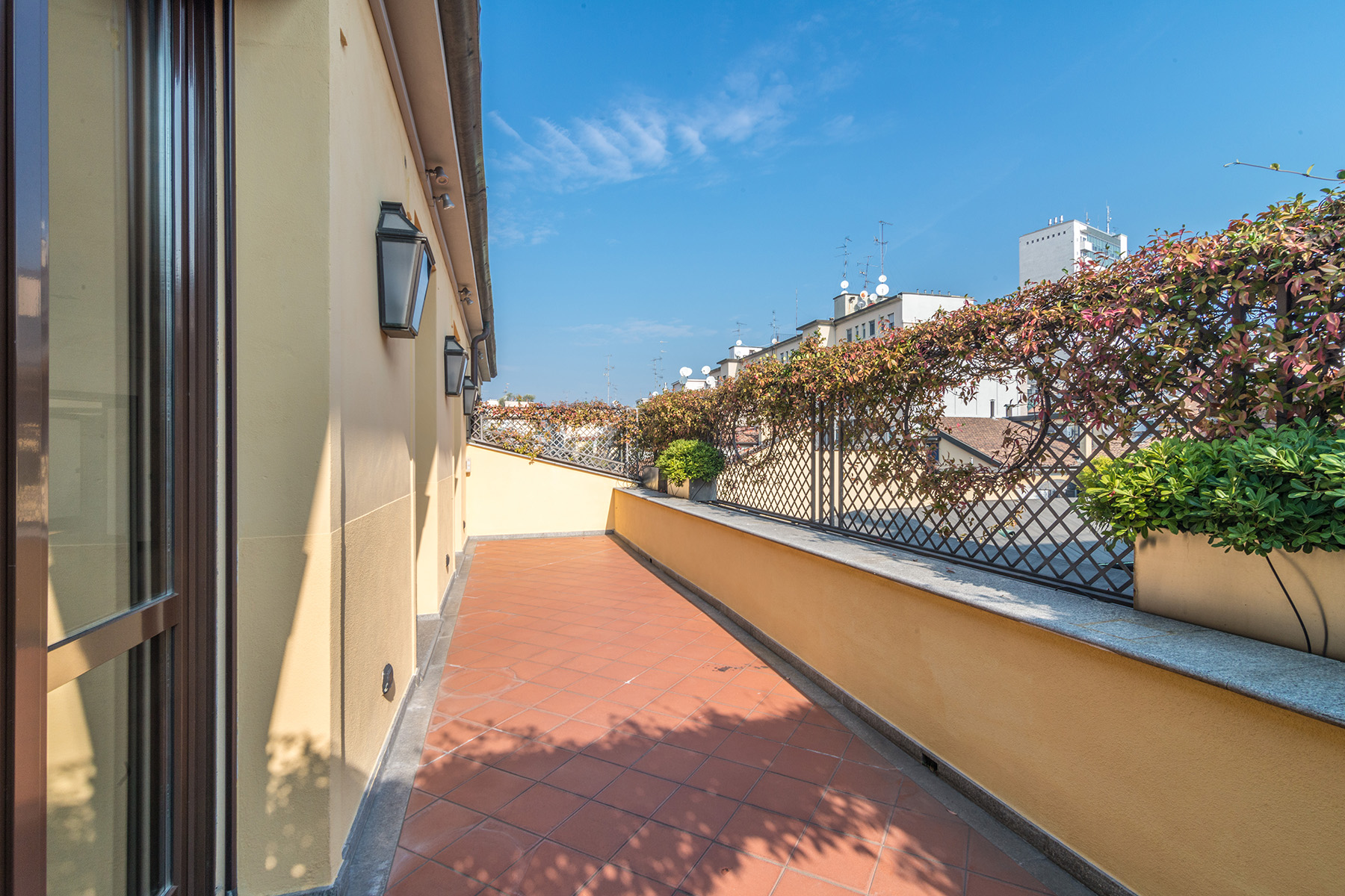 Additional photo for property listing at Exclusive penthouse with rooftop garden in Via della Spiga  Milano, Milan 20121 Italia