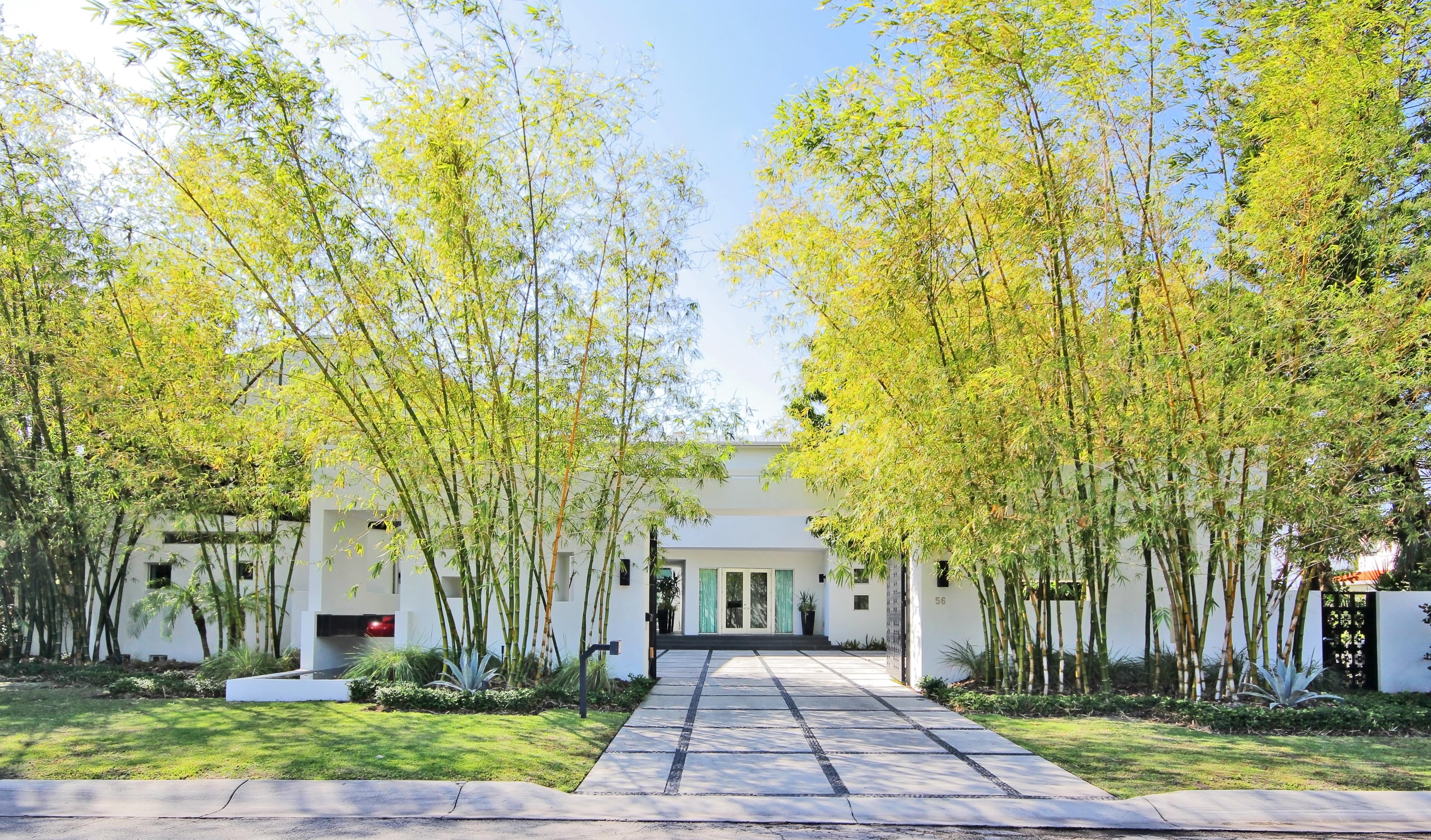 Casa para uma família para Venda às 56 Bal Bay Drive Bal Harbour, Florida 33154 Estados Unidos