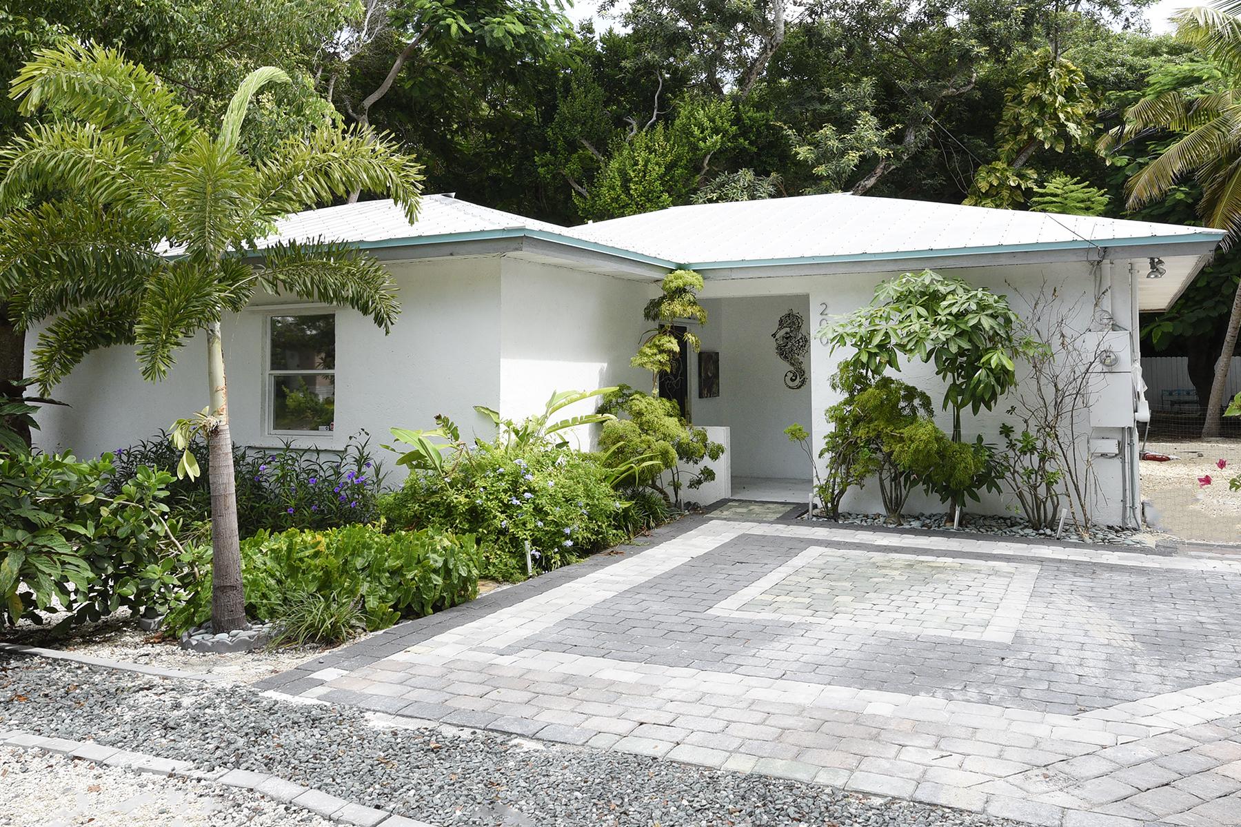 Maison unifamiliale pour l Vente à Desirable Cottage 200 Thompsonville Road Plantation Key, Florida, 33070 États-Unis