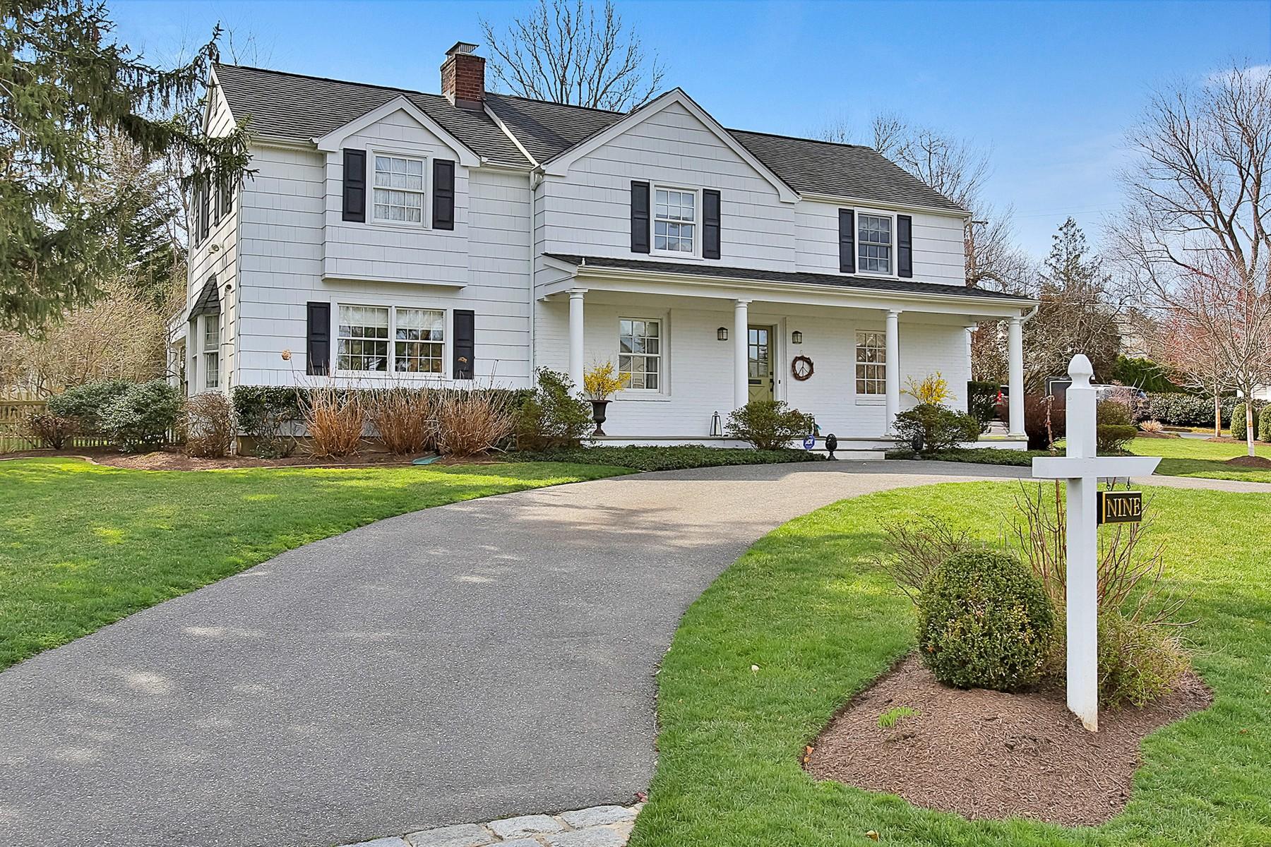 Maison unifamiliale pour l Vente à Quintessential Rumson Colonial 9 North Cherry Lane Rumson, New Jersey 07760 États-Unis