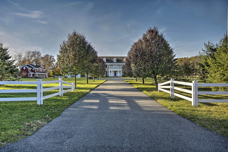 Частный односемейный дом для того Продажа на Exceptional New Vernon Estate 30 Cherry Lane New Vernon, 07976 Соединенные Штаты