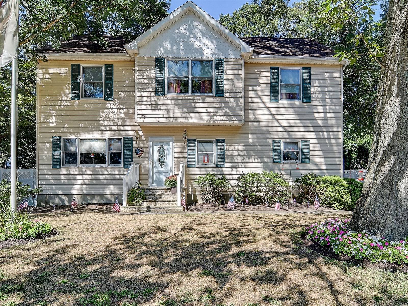 sales property at 433 Woodmere Ave.