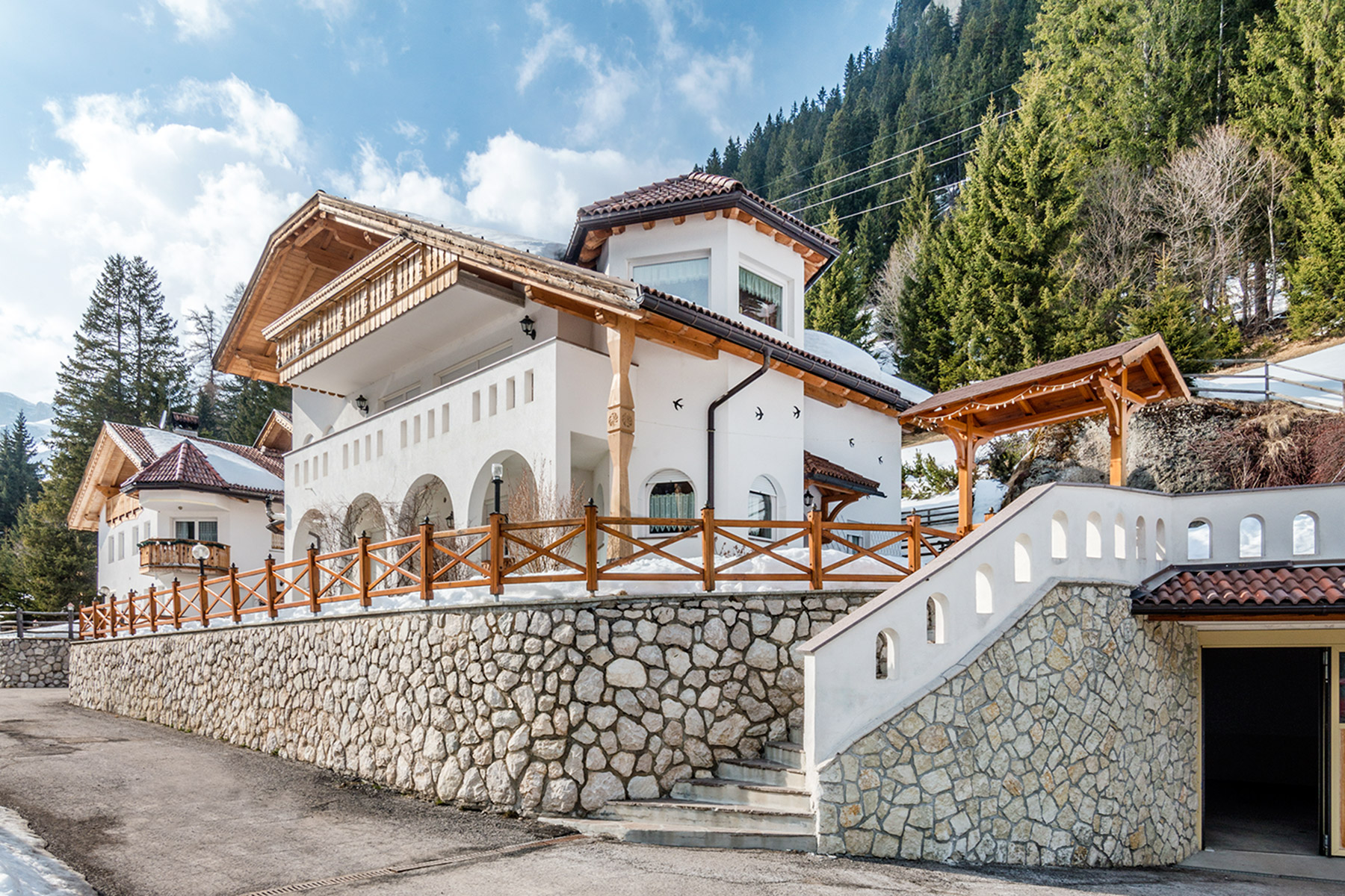 Additional photo for property listing at New construction Villa by famous architect Hermann Kostner Via Alfauro Arabba, Belluno 32020 Italie