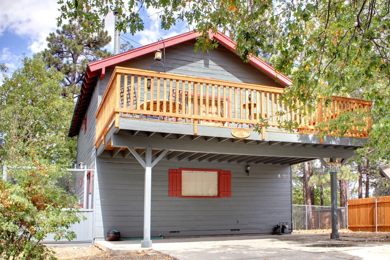獨棟家庭住宅 為 出售 在 Big Bear 717 VILLA GROVE Big Bear Lake, 加利福尼亞州, 92315 美國