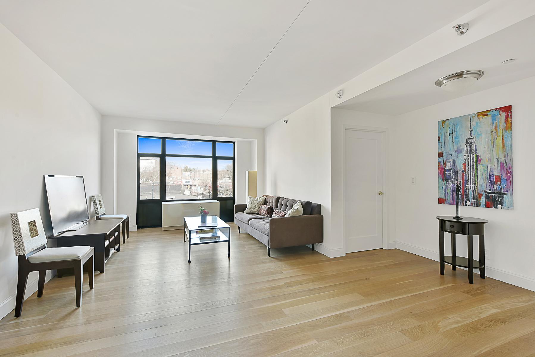 Condomínio para Venda às NEW CONDO 3 BR WITH PARKING 3536 Cambridge Avenue 5E Riverdale, Nova York, 10463 Estados Unidos