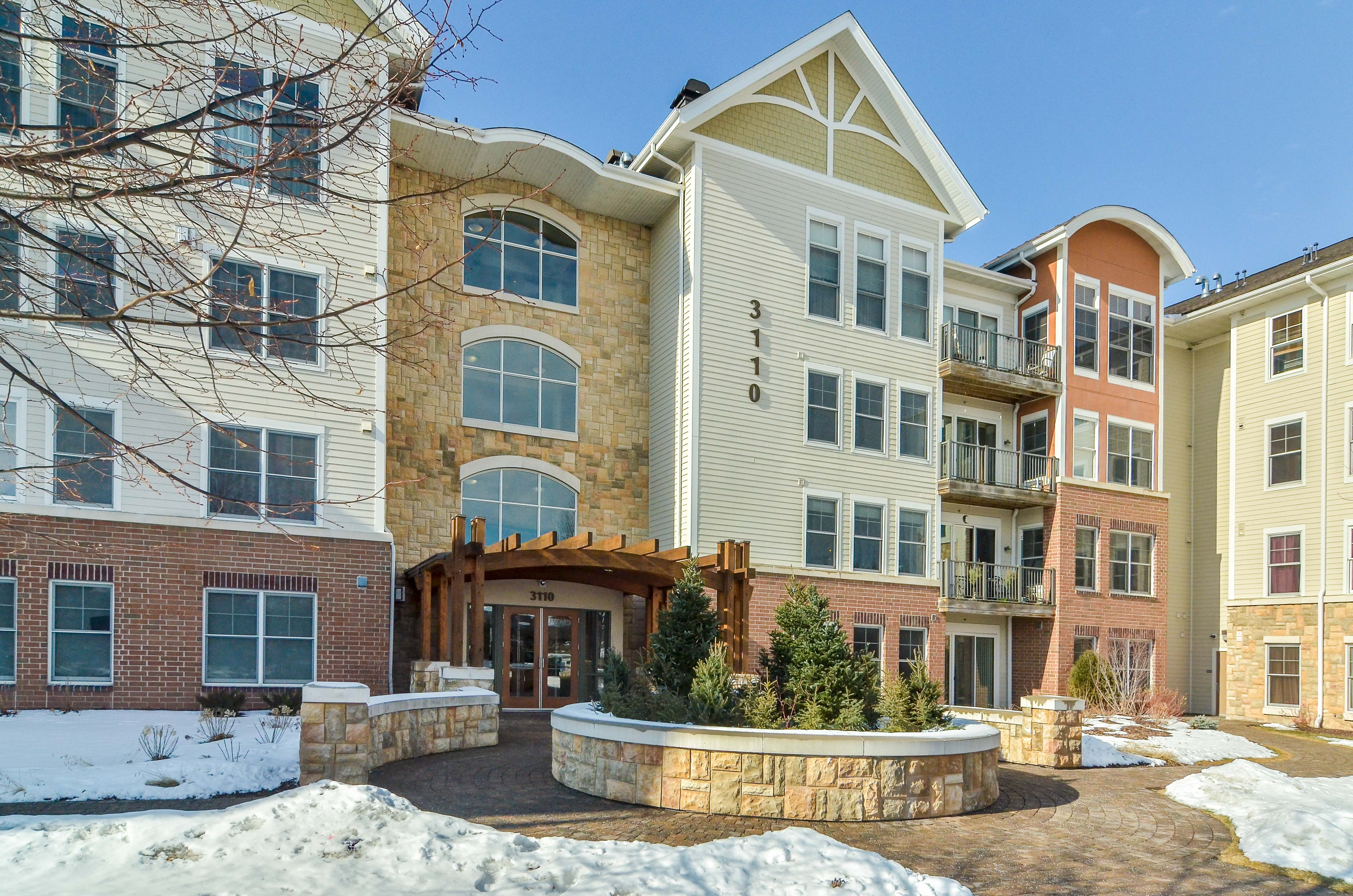 Nhà chung cư vì Bán tại 3110 N Chestnut Street #317 Chaska, Minnesota, 55318 Hoa Kỳ