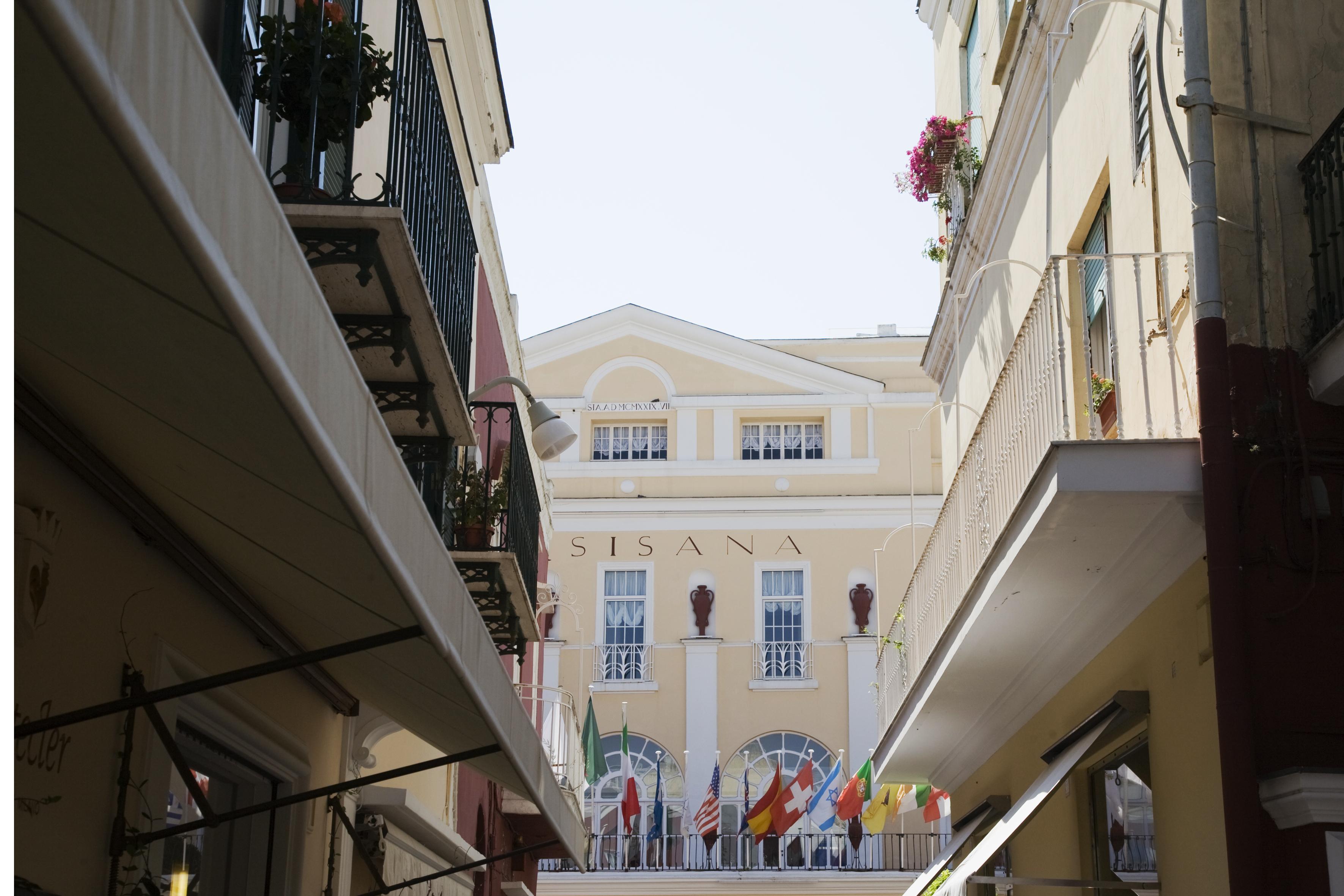 Additional photo for property listing at Beautiful apartment in Via Camerelle in Capri  Capri, Naples 80073 Italia