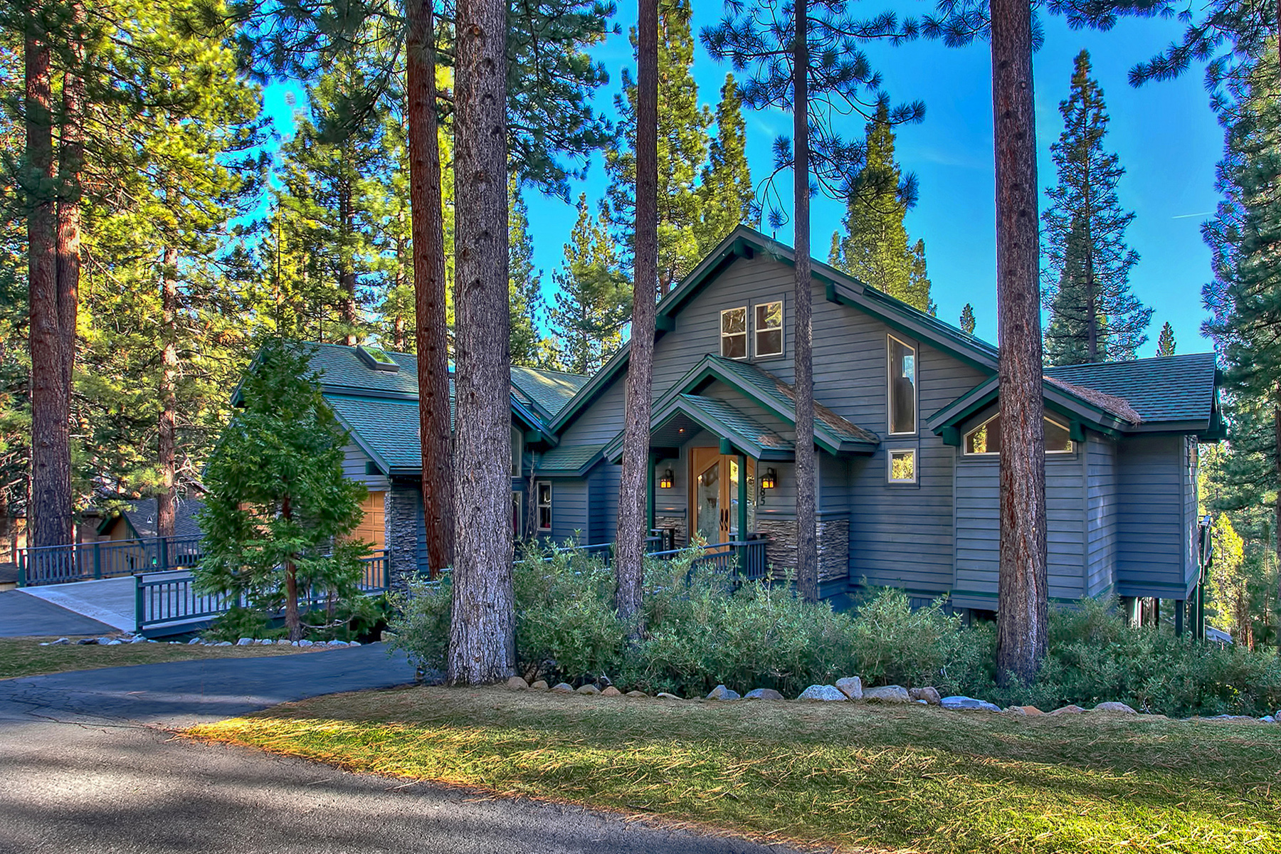 Maison unifamiliale pour l Vente à 585 Knotty Pine Drive Incline Village, Nevada, 89451 Lake Tahoe, États-Unis
