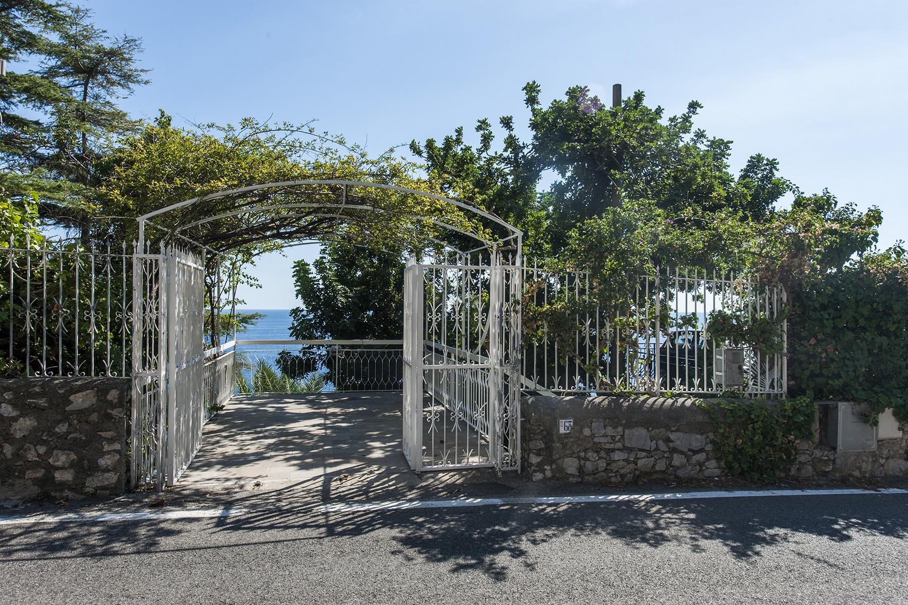 "Additional photo for property listing at Villa ""Pieds dans l-eau"" on the Amalfi Coast Conca Dei Marini, Salerno Italie"
