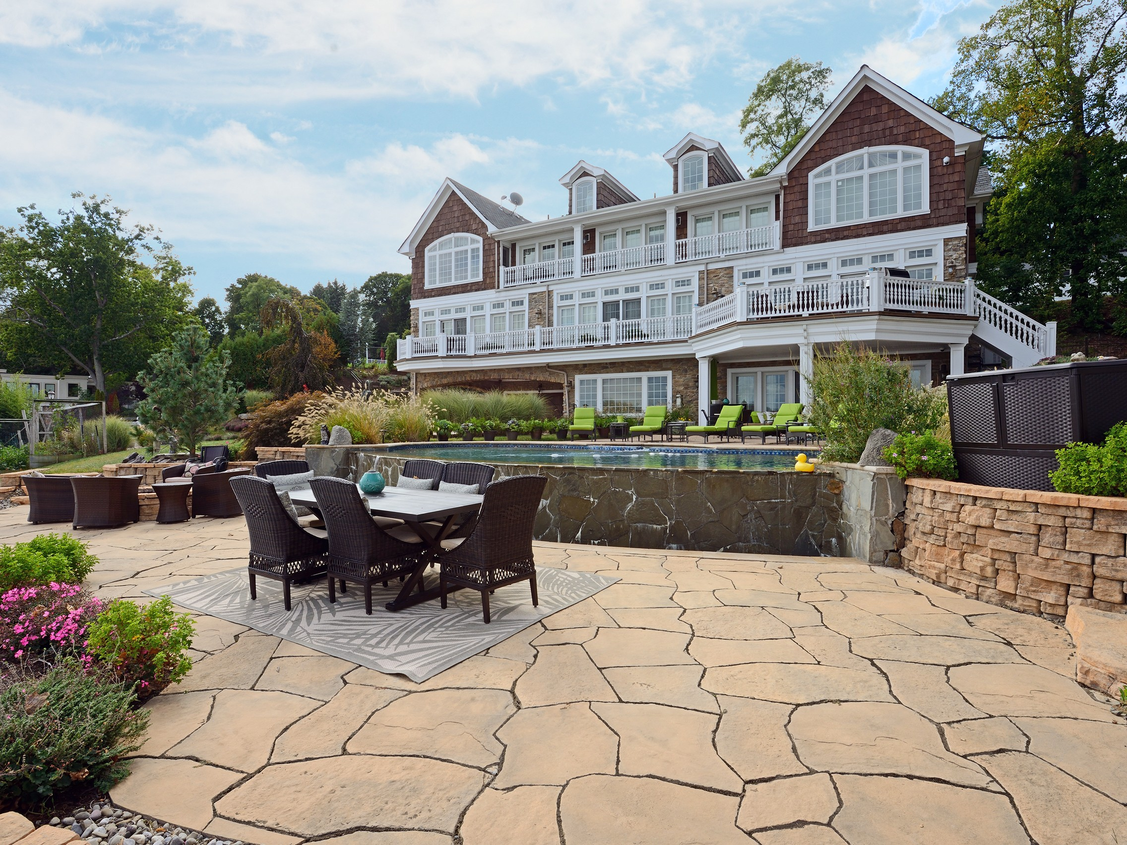 Maison unifamiliale pour l Vente à Oasis on the Hudson 617 North Broadway Upper Nyack, New York, 10960 États-Unis