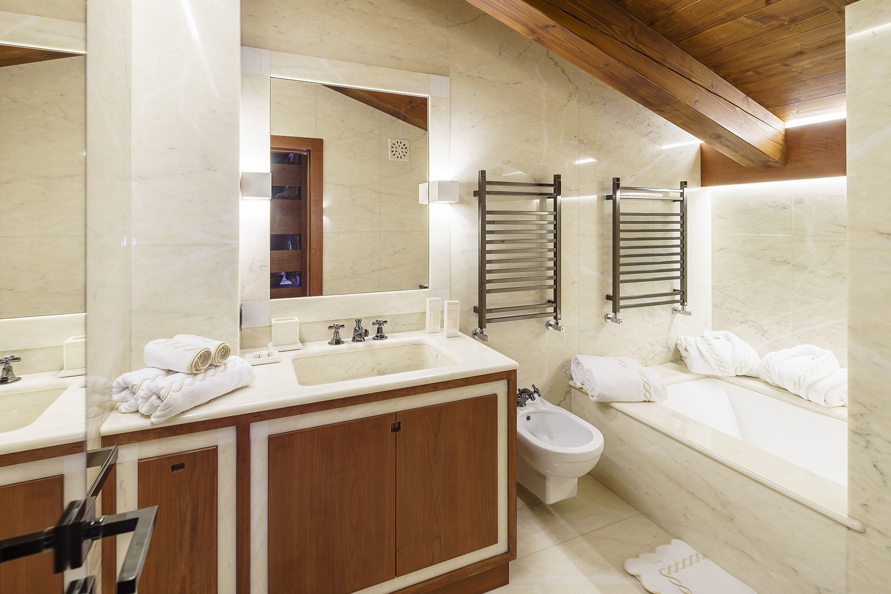 Additional photo for property listing at Luxury chalet in Cortina d'Ampezzo Cortina D'Ampezzo, Belluno Italien