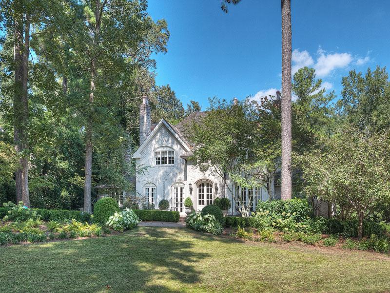 獨棟家庭住宅 為 出售 在 Country French Home 4295 Club Drive NE Brookhaven, Atlanta, 喬治亞州 30319 美國
