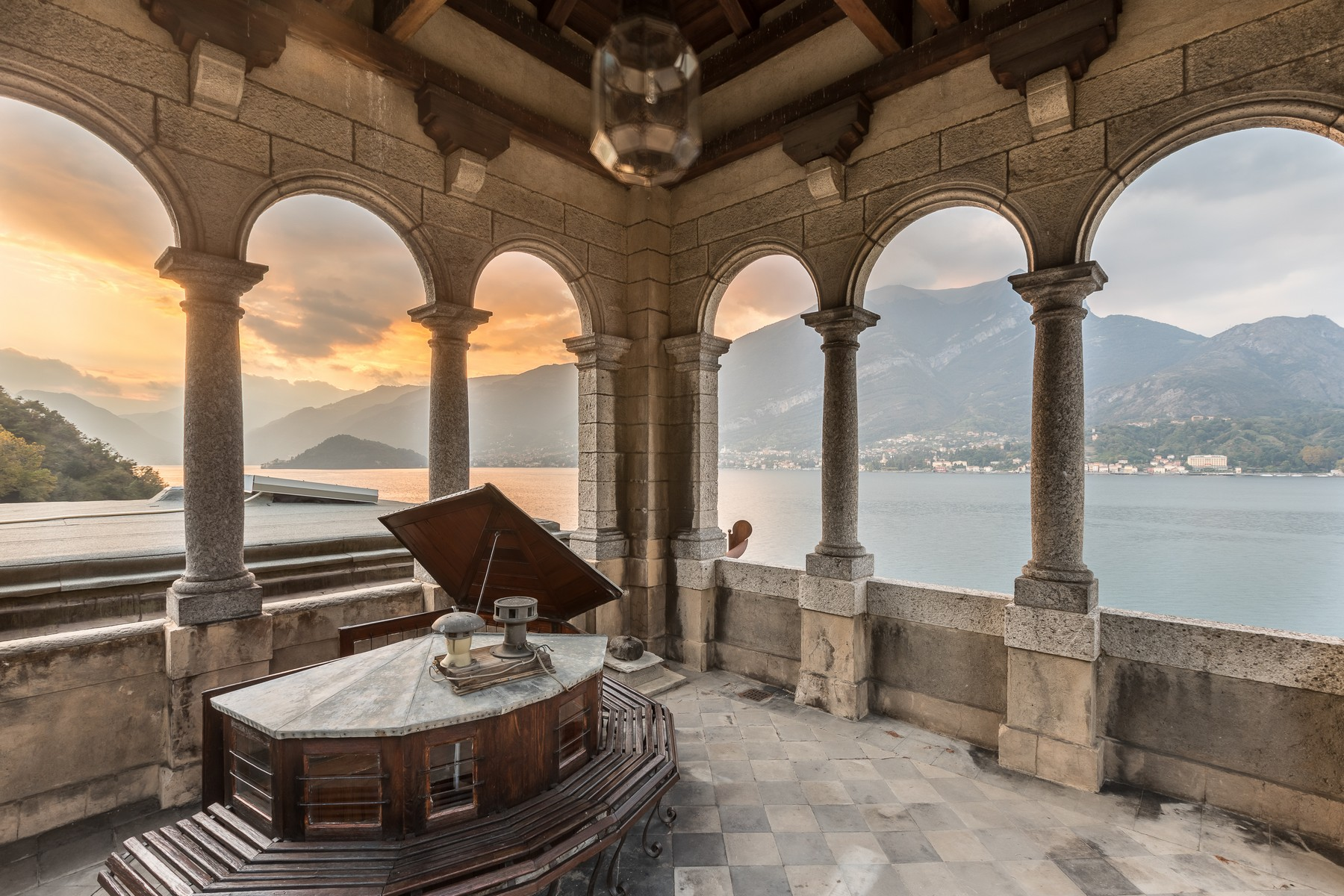 Property Of Magnificent villa Liberty pieds dans l'eau on Lake Como