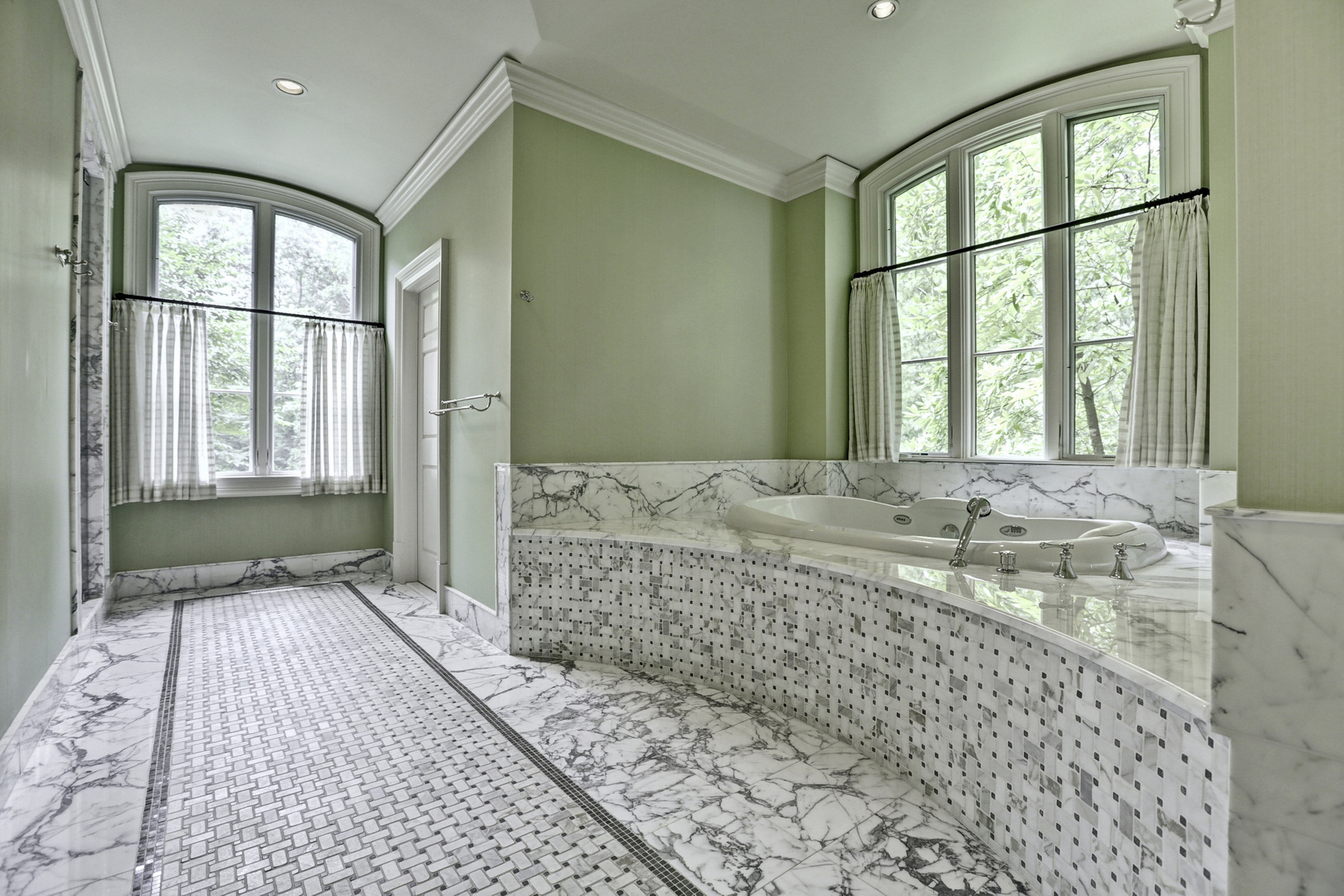 Additional photo for property listing at Renovated Brick Home In Sandy Springs With Pool And English Gardens 5660 Glen Errol Road Atlanta, ジョージア 30327 アメリカ合衆国