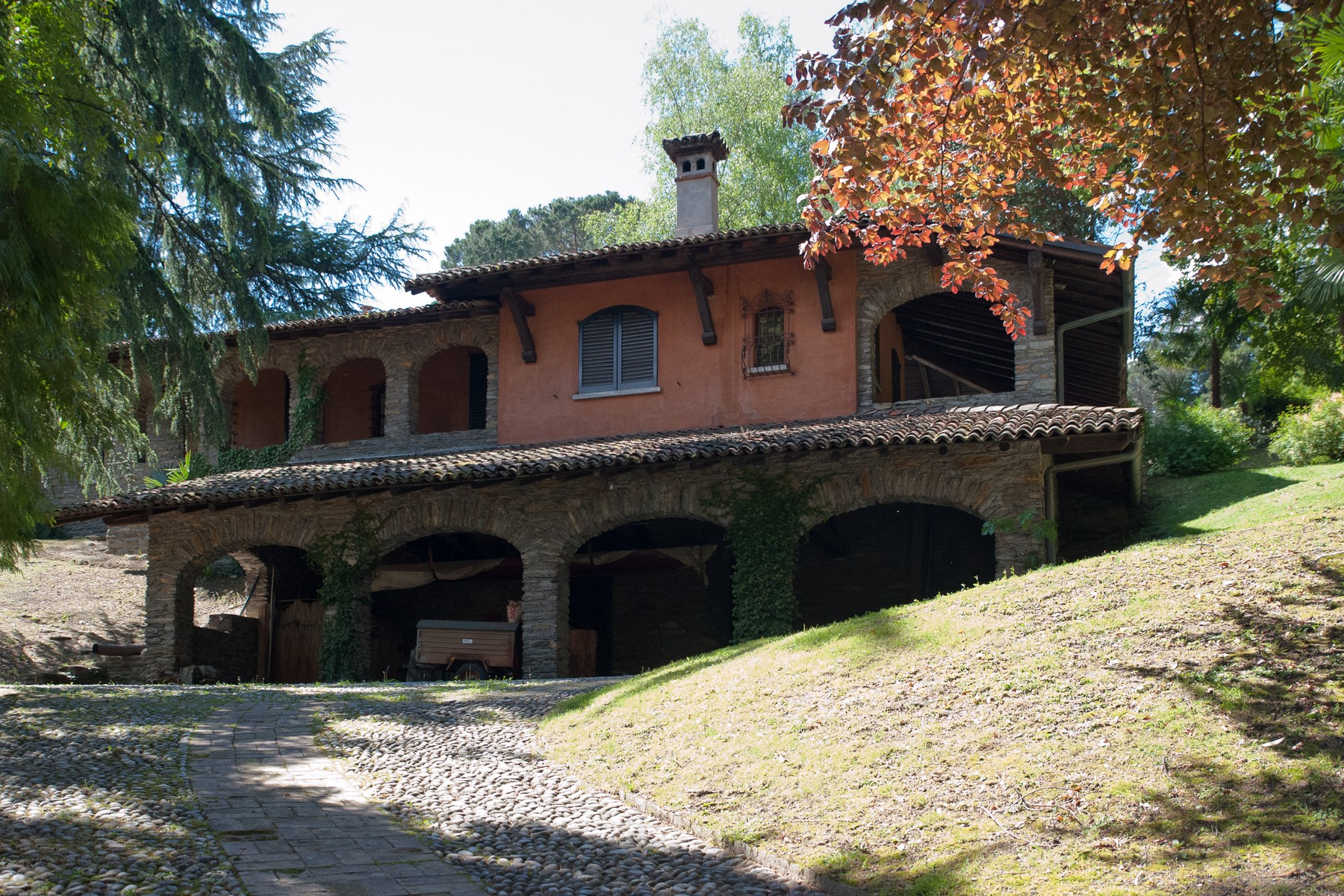 Additional photo for property listing at Fantastic property with stunning panoramic views of Lake Como Via Indipendenza Griante, Como 22011 Italien