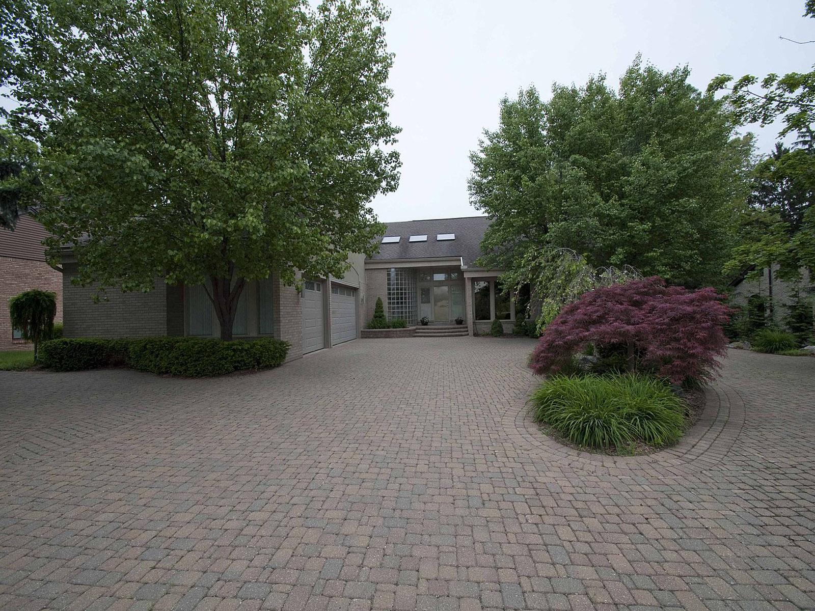 Maison unifamiliale pour l Vente à West Bloomfield 3519 Pine Estates Drive West Bloomfield, Michigan 48323 États-Unis