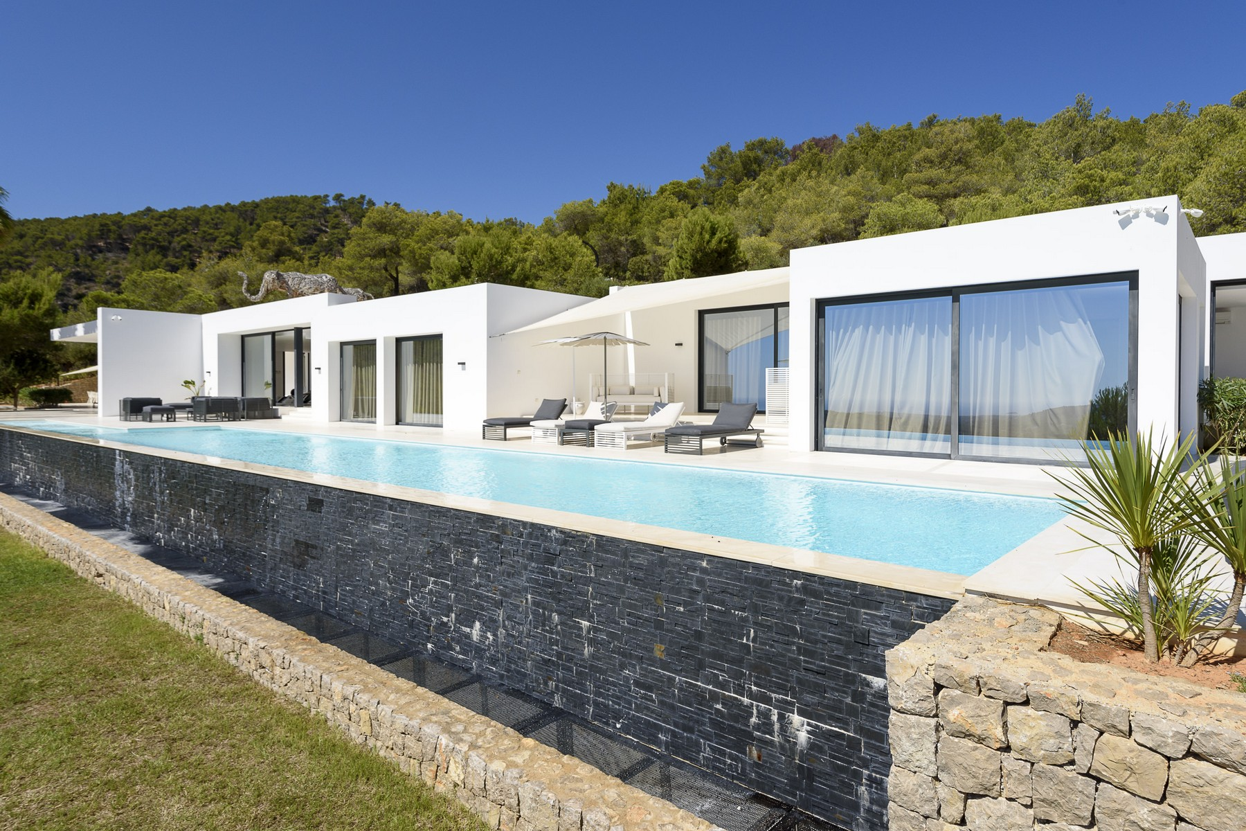 Maison unifamiliale pour l Vente à Contemporary Villa on 250'000 m2 in Morna Valley Santa Eulalia, Ibiza, 07850 Espagne