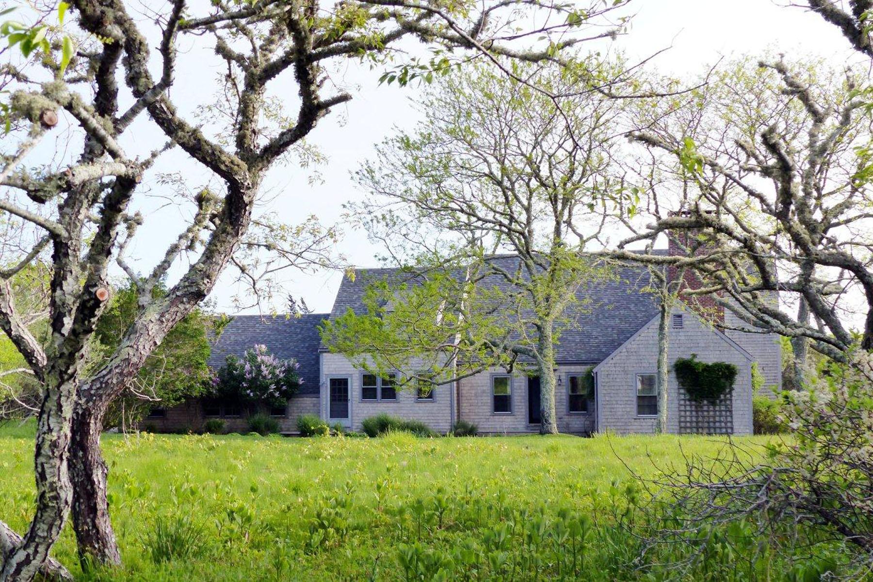 Частный односемейный дом для того Продажа на Five Private Acres 1 Old Quidnet Milk Route Nantucket, Массачусетс 02554 Соединенные Штаты