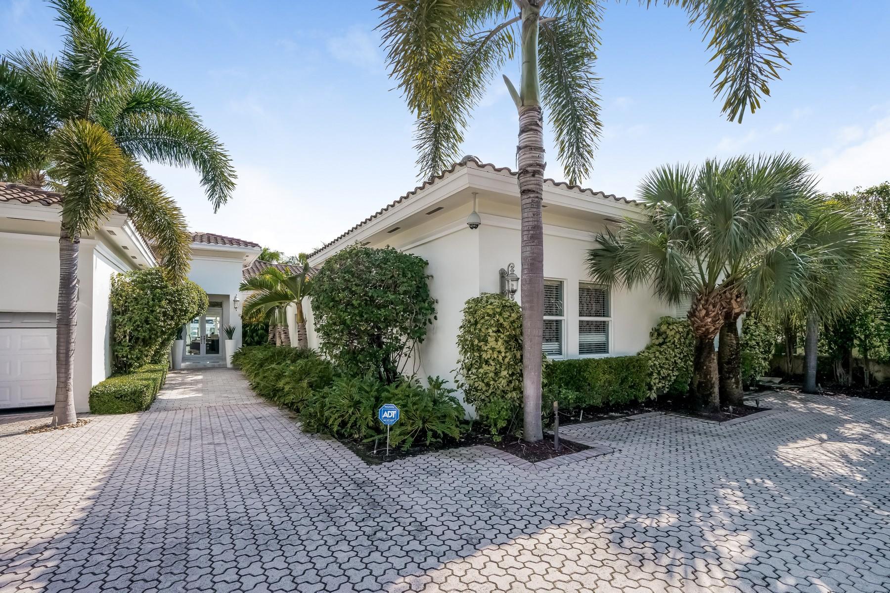 Nhà ở một gia đình vì Bán tại 5915 Pinetree Dr Miami Beach, Florida 33140 Hoa Kỳ