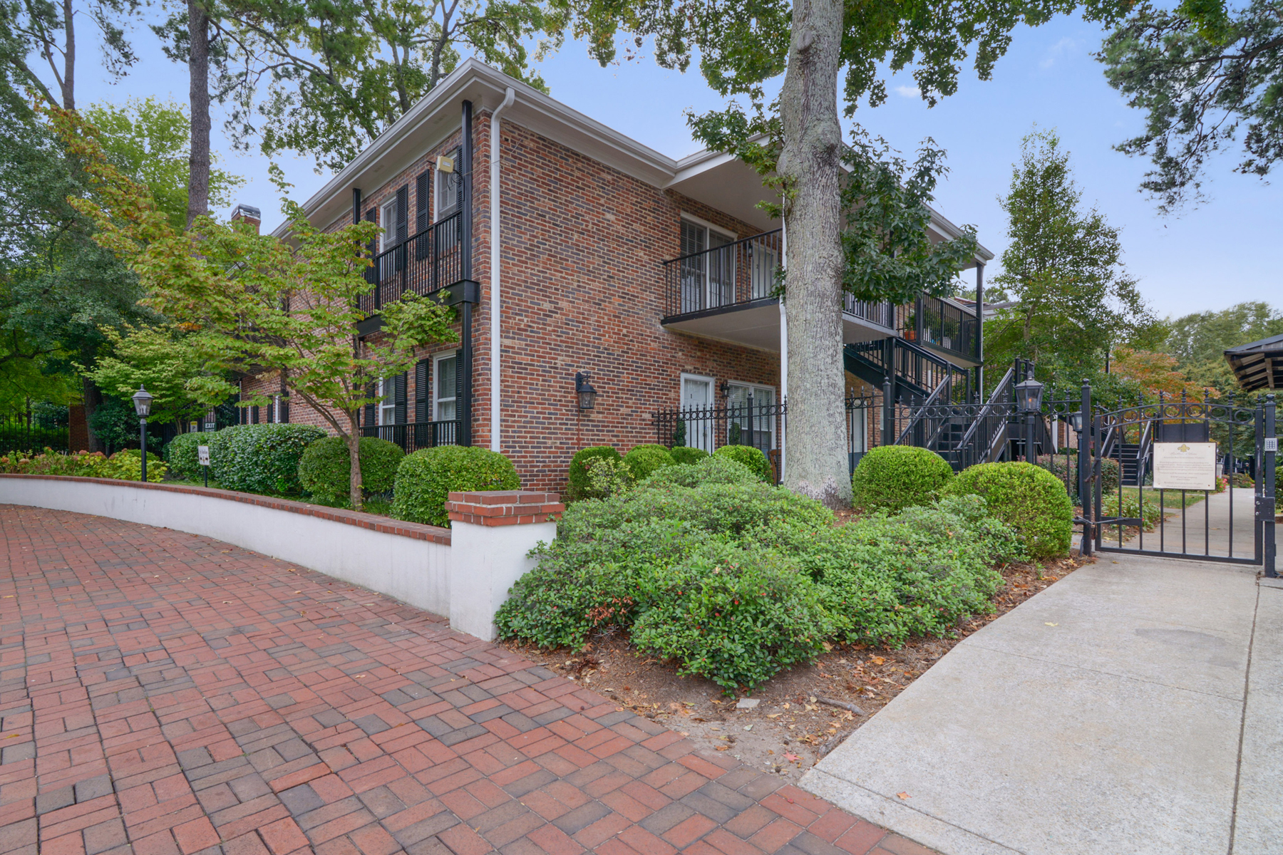 Additional photo for property listing at Move In Ready Condo In Peachtree Orleans 3675 Peachtree Road Unit 44 Atlanta, ジョージア 30319 アメリカ合衆国
