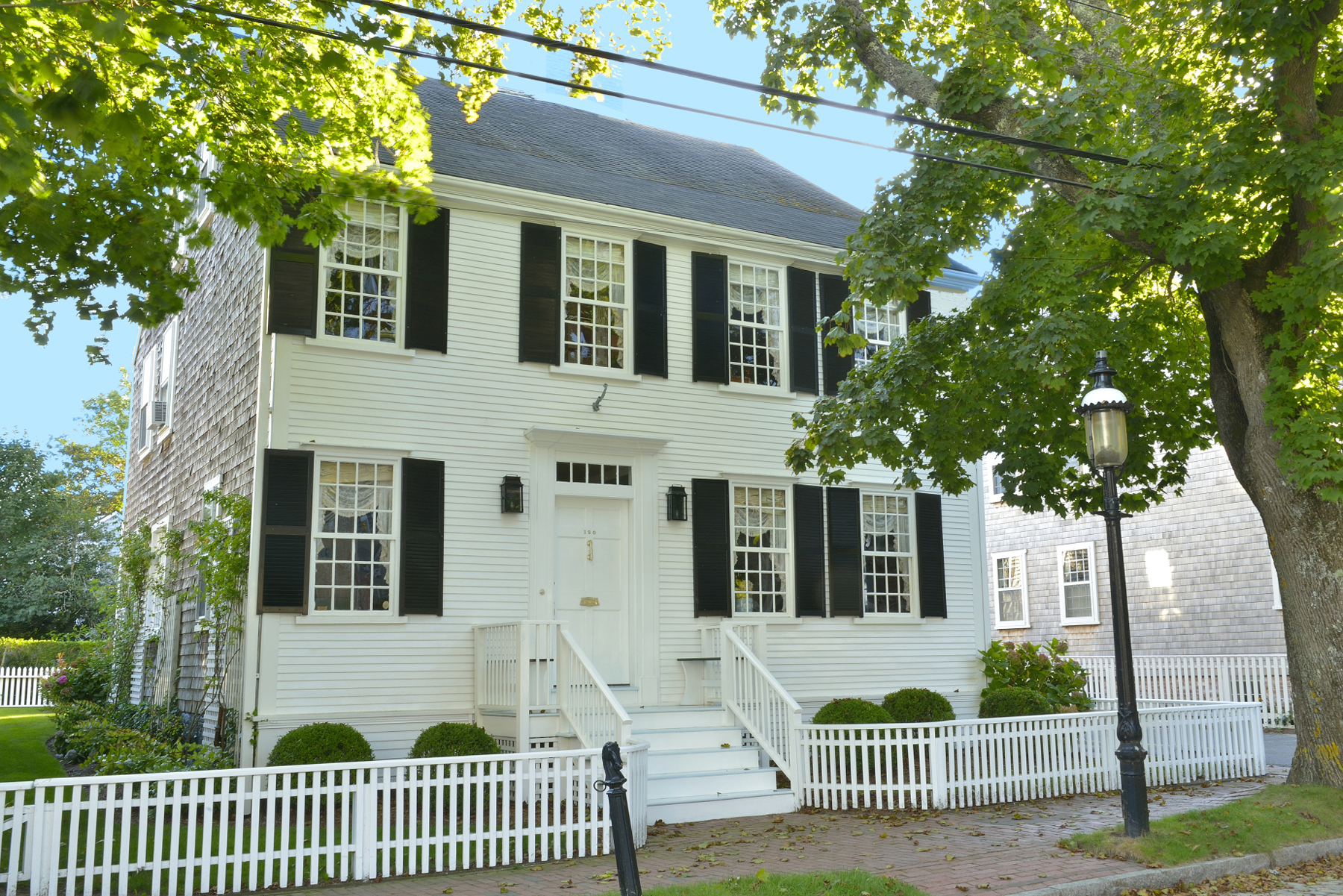 Vivienda unifamiliar por un Venta en Gracious Beautiful Antique 120 Main Street Nantucket, Massachusetts 02554 Estados Unidos